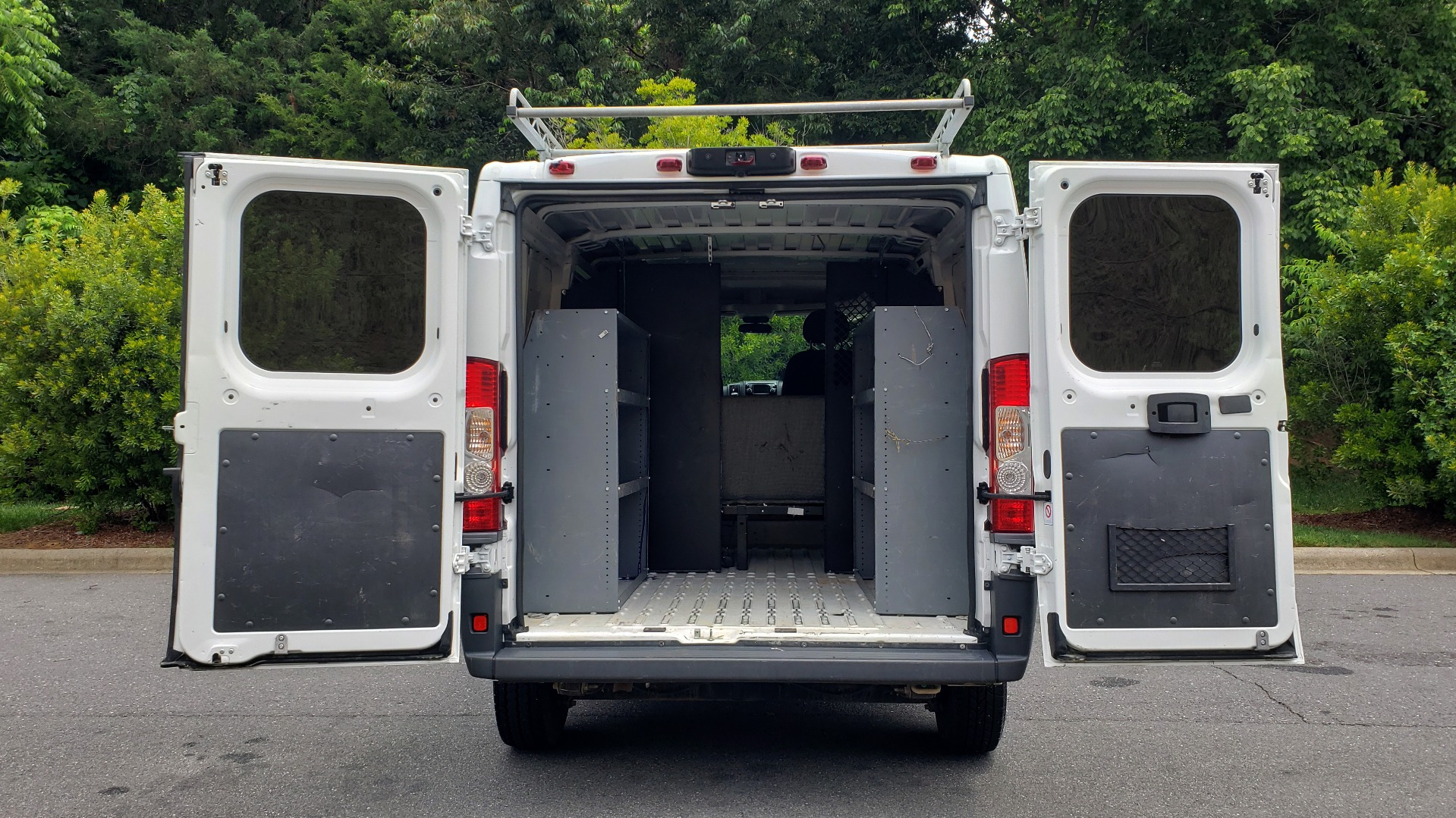 Used 2016 Ram PROMASTER CARGO VAN 136 WB / 3.6L V6 / AUTO / ROOF-RACK / REARVIEW / SEATS 5 for sale Sold at Formula Imports in Charlotte NC 28227 32