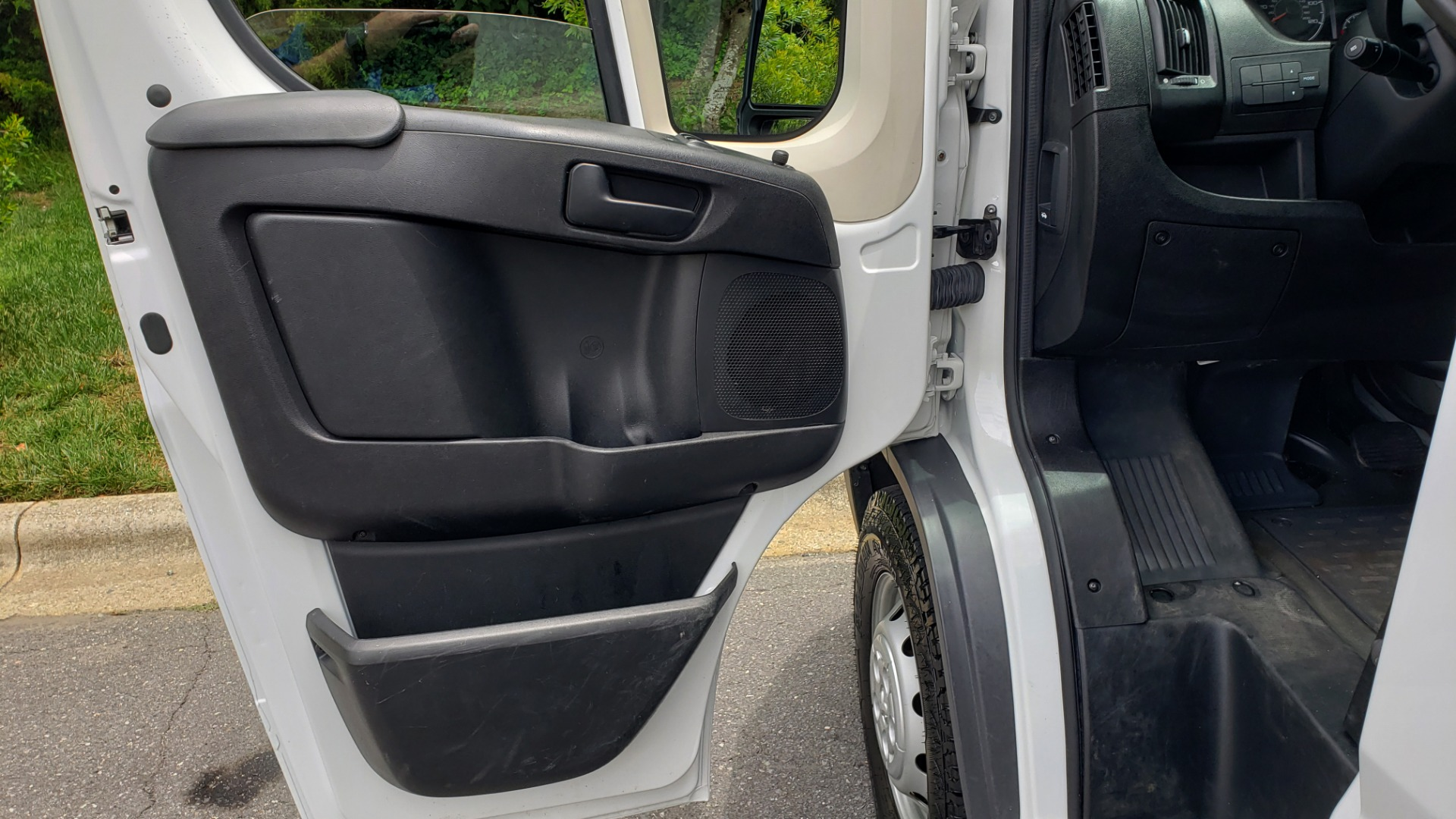 Used 2016 Ram PROMASTER CARGO VAN 136 WB / 3.6L V6 / AUTO / ROOF-RACK / REARVIEW / SEATS 5 for sale $15,995 at Formula Imports in Charlotte NC 28227 36