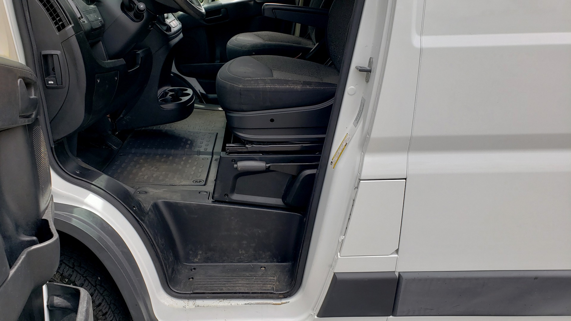 Used 2016 Ram PROMASTER CARGO VAN 136 WB / 3.6L V6 / AUTO / ROOF-RACK / REARVIEW / SEATS 5 for sale $15,995 at Formula Imports in Charlotte NC 28227 38