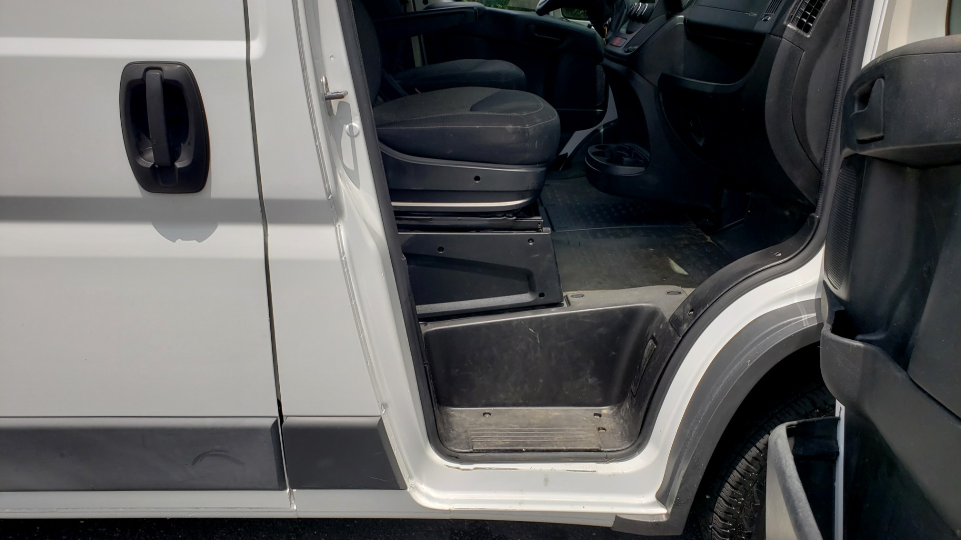 Used 2016 Ram PROMASTER CARGO VAN 136 WB / 3.6L V6 / AUTO / ROOF-RACK / REARVIEW / SEATS 5 for sale $15,995 at Formula Imports in Charlotte NC 28227 54
