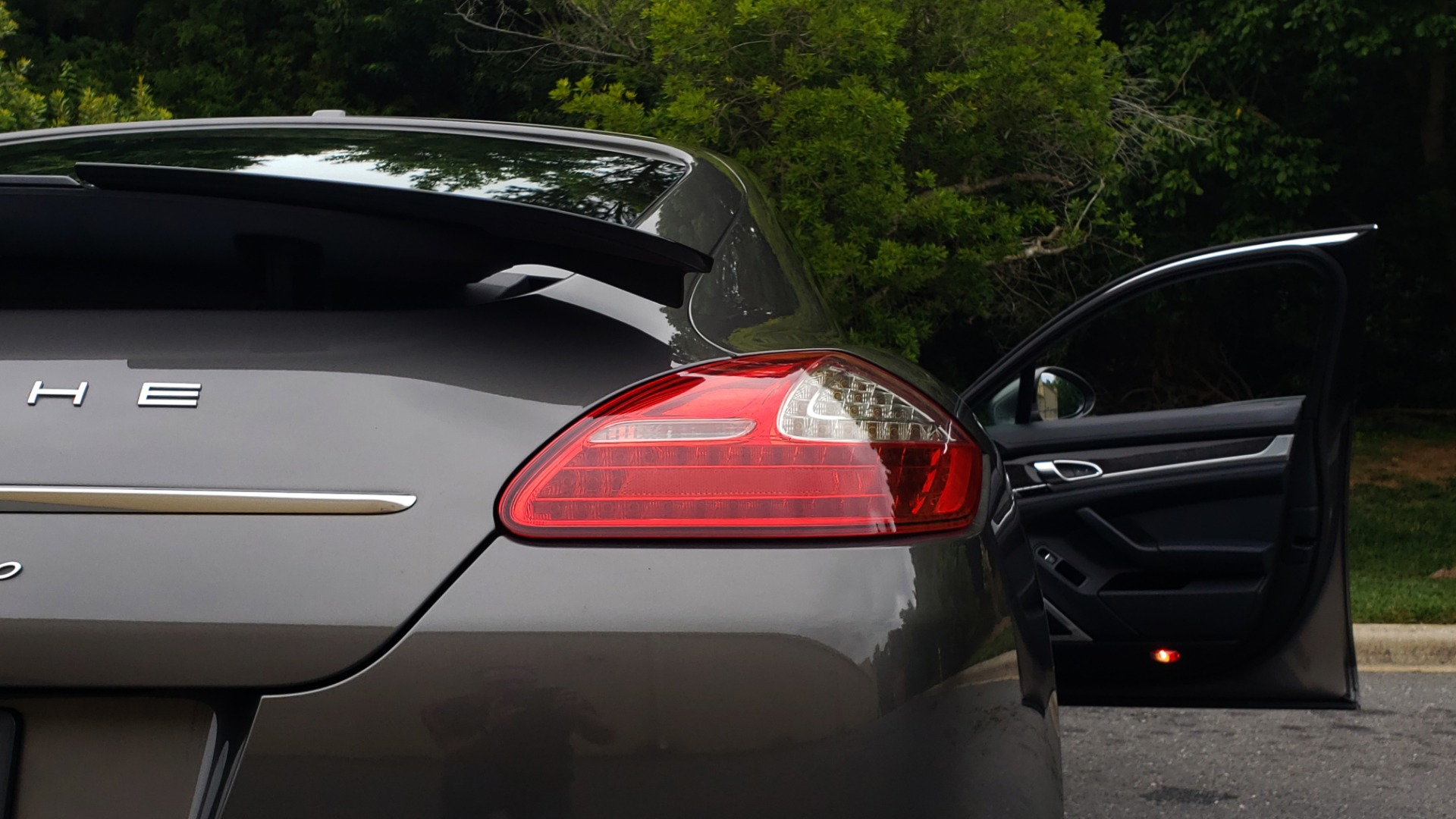 Used 2013 Porsche PANAMERA TURBO 4.8L V8 / AWD / NAV / SUNROOF / LCA / PARK ASST / BURMESTER for sale $45,995 at Formula Imports in Charlotte NC 28227 27