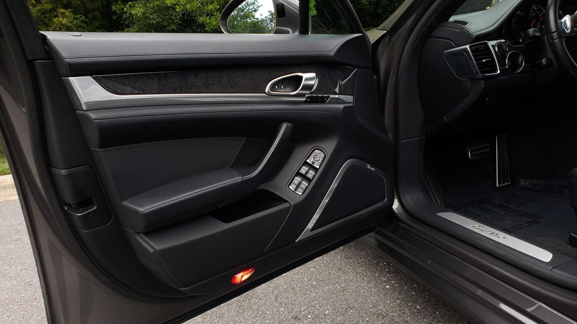Used 2013 Porsche PANAMERA TURBO 4.8L V8 / AWD / NAV / SUNROOF / LCA / PARK ASST / BURMESTER for sale $45,995 at Formula Imports in Charlotte NC 28227 29
