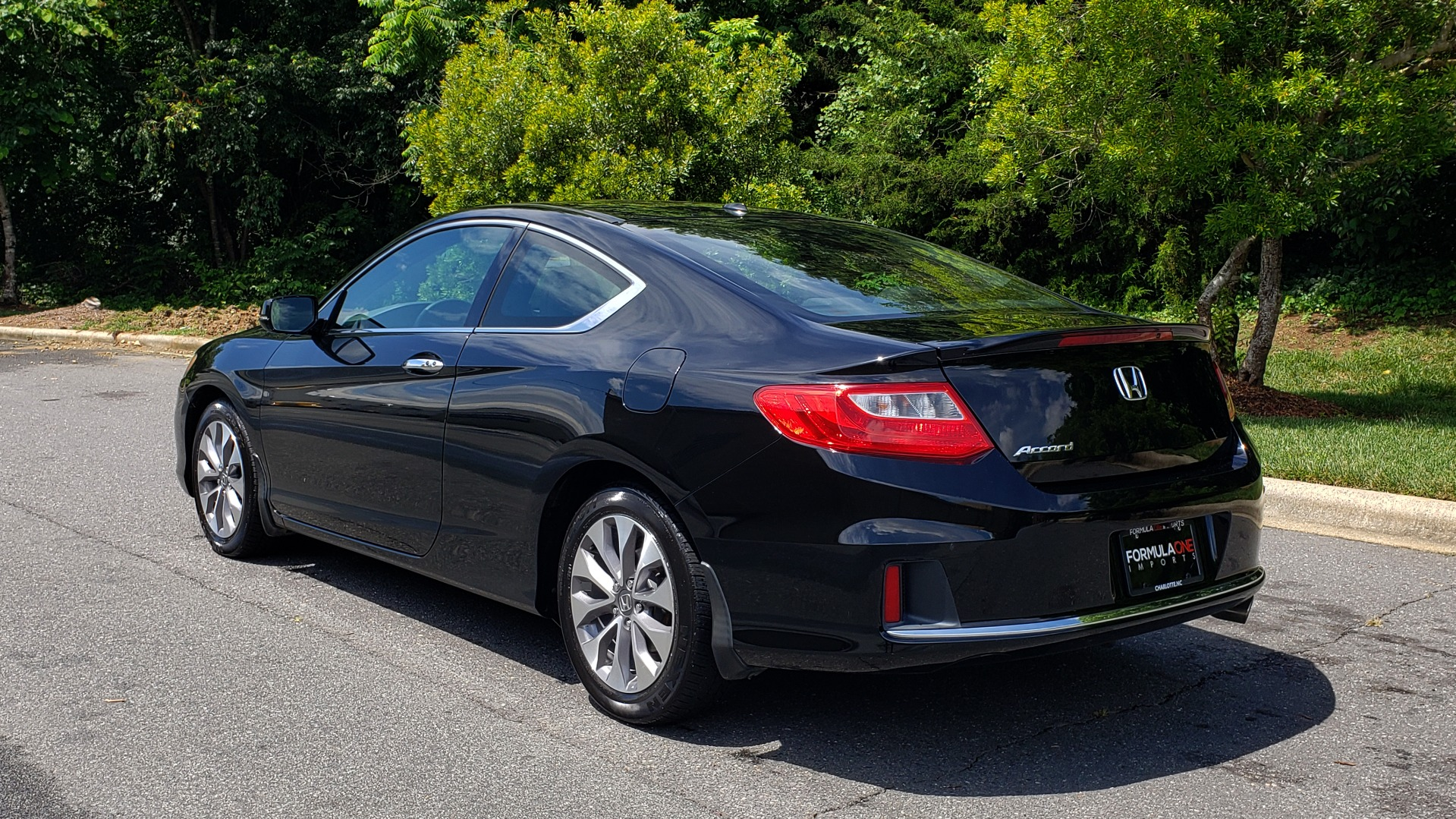 Used 2014 Honda ACCORD COUPE EX-L / 4-CYL / AUTO / SUNROOF / LEATHER / HEATED SEATS for sale Sold at Formula Imports in Charlotte NC 28227 3