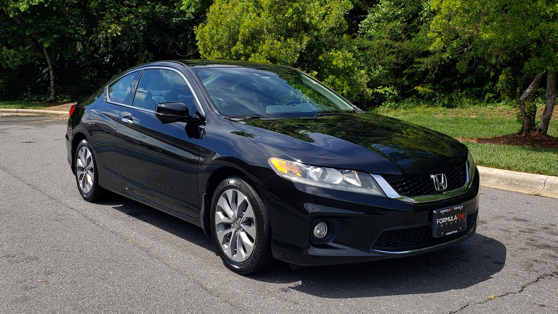 Used 2014 Honda ACCORD COUPE EX-L / 4-CYL / AUTO / SUNROOF / LEATHER / HEATED SEATS for sale Sold at Formula Imports in Charlotte NC 28227 4