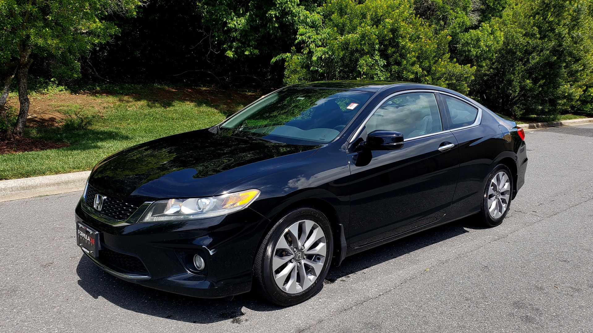 Used 2014 Honda ACCORD COUPE EX-L / 4-CYL / AUTO / SUNROOF / LEATHER / HEATED SEATS for sale Sold at Formula Imports in Charlotte NC 28227 1
