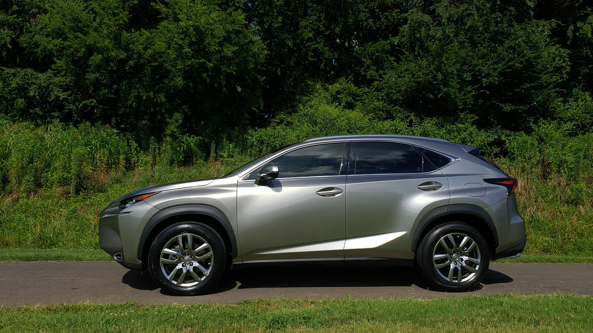 Used 2016 Lexus NX 200T FWD / PREMIUM PKG / SUNROOF / BSM / REARVIEW for sale Sold at Formula Imports in Charlotte NC 28227 2