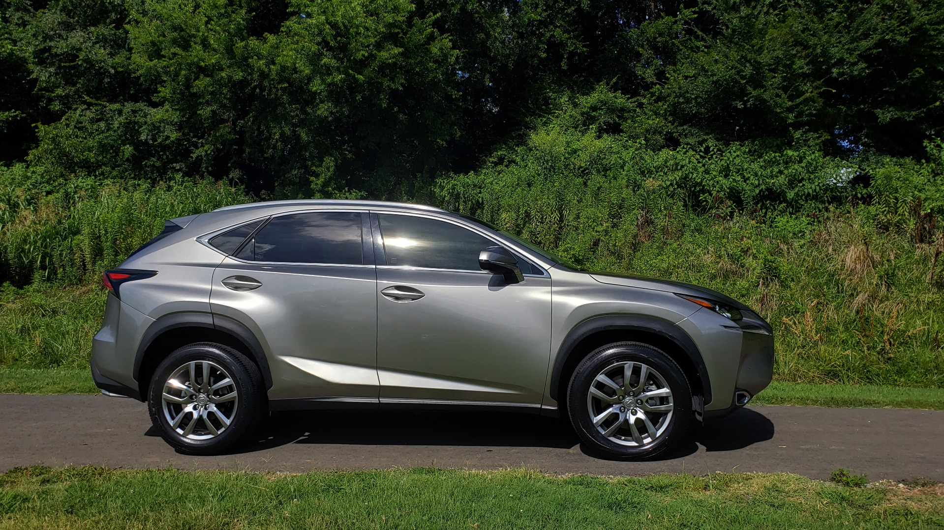 Used 2016 Lexus NX 200T FWD / PREMIUM PKG / SUNROOF / BSM / REARVIEW for sale Sold at Formula Imports in Charlotte NC 28227 5