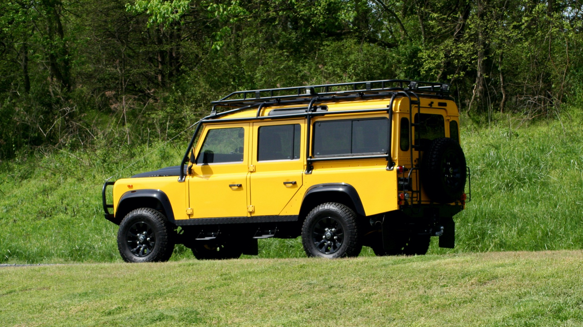 Used 1989 Land Rover Defender 110 4x4 Custom / Fully Restored / Fuel Injected V8 / 5-Spd Man for sale $60,000 at Formula Imports in Charlotte NC 28227 5