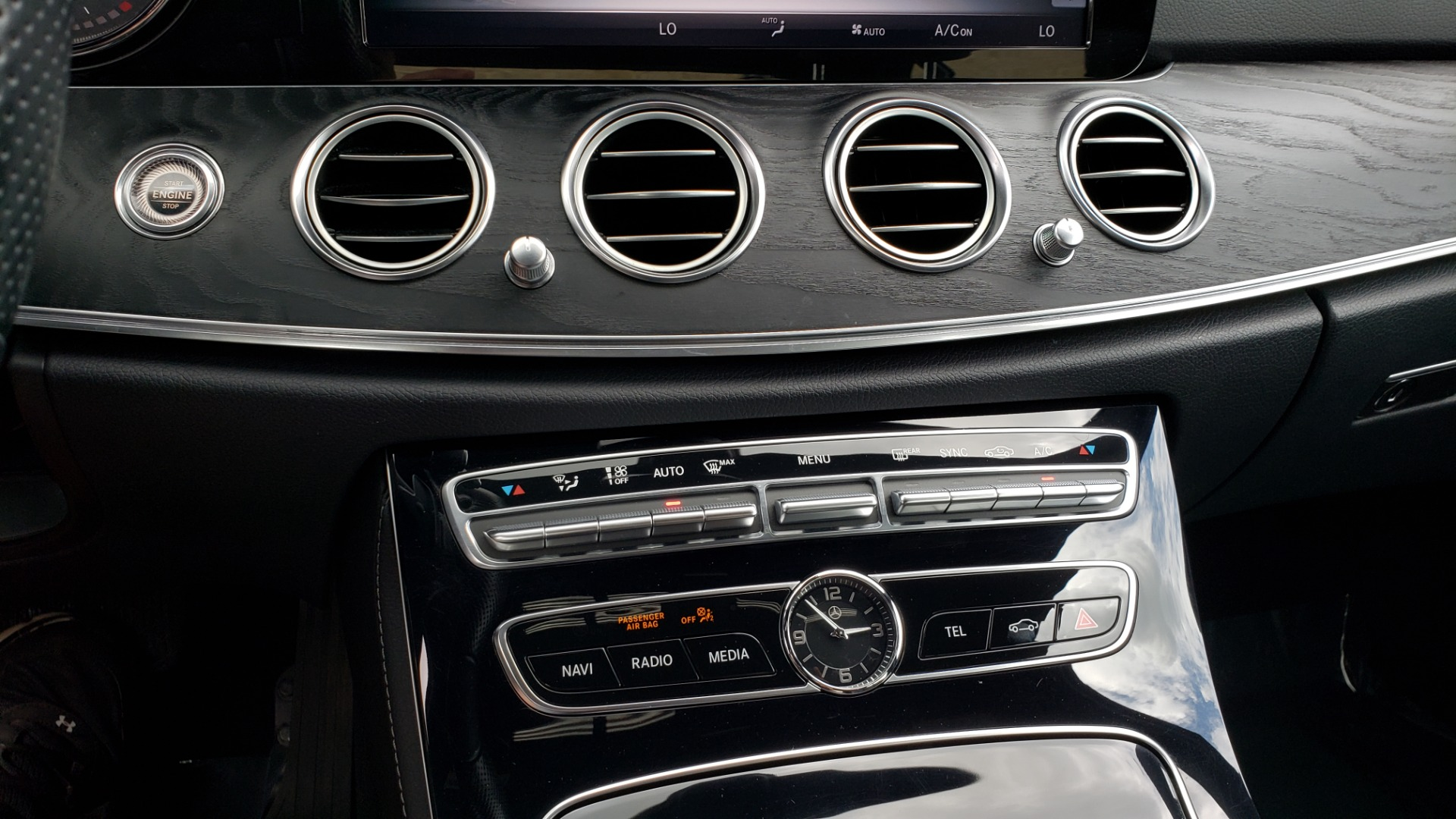Used 2017 Mercedes-Benz E-Class E 300 4MATIC PREMIUM / SPORT / NAV / BURMESTER / HTD STS / REARVIEW for sale $30,495 at Formula Imports in Charlotte NC 28227 44