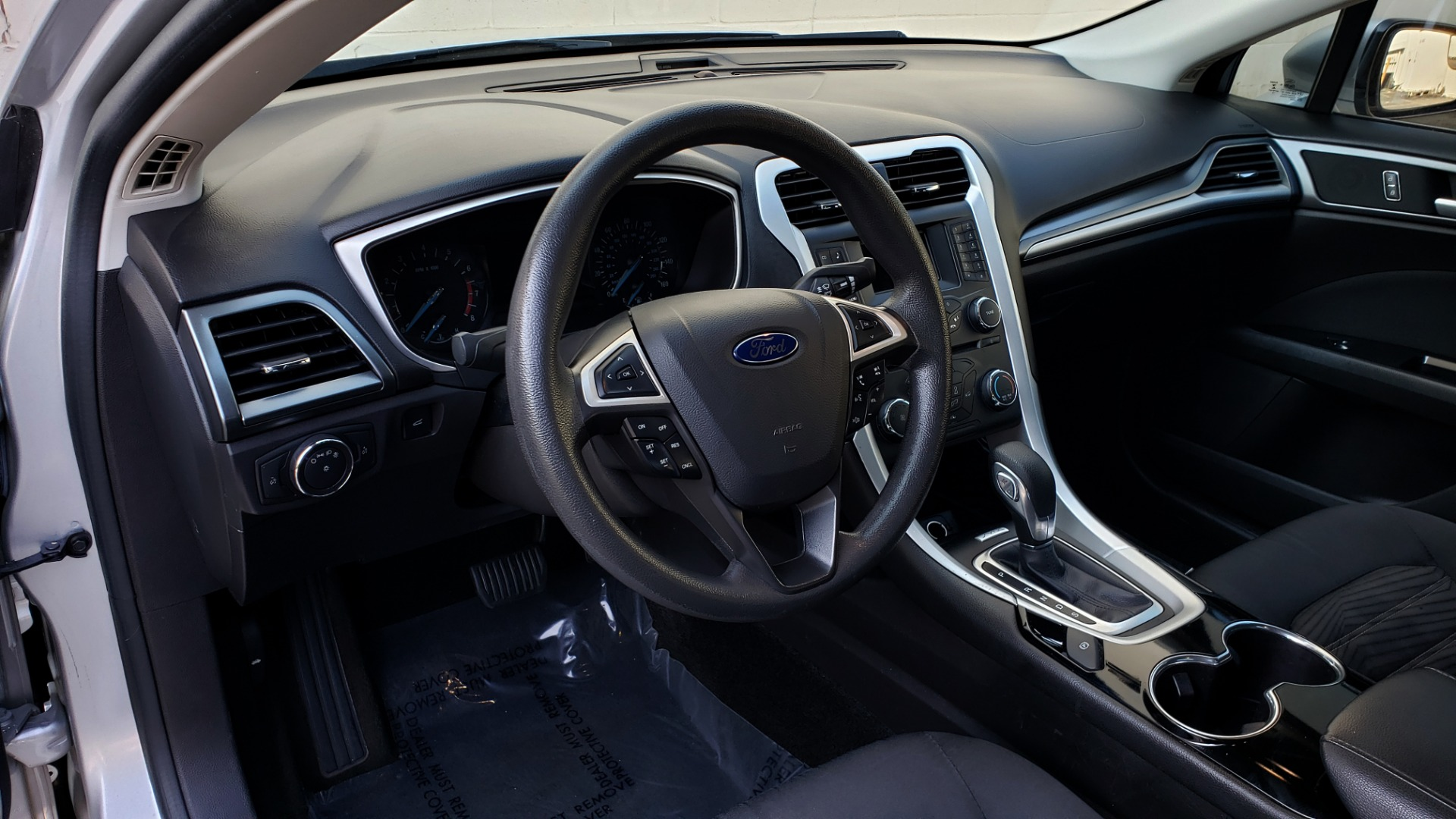 Used 2016 Ford FUSION SE SEDAN / 4-CYL / 6-SPD AUTO / CLOTH SEATS / REARVIEW for sale Sold at Formula Imports in Charlotte NC 28227 20