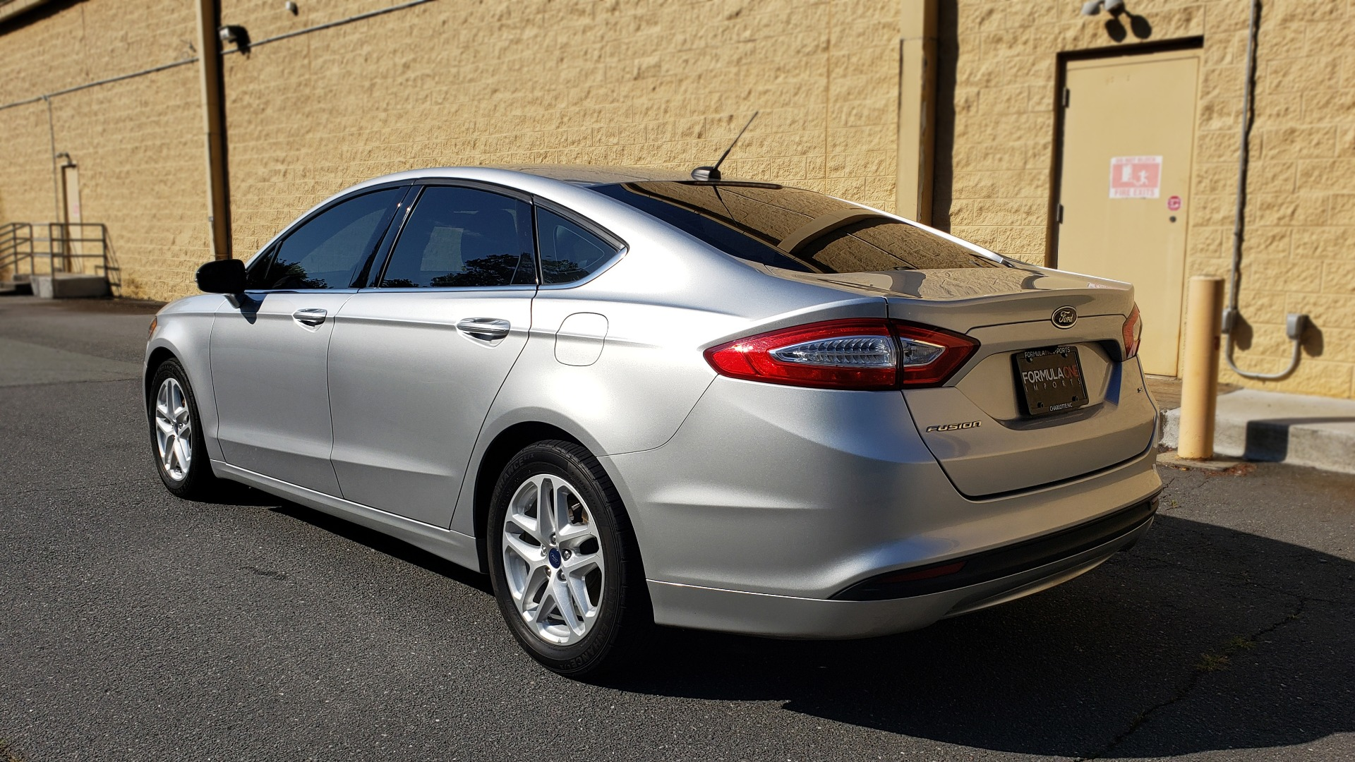Used 2016 Ford FUSION SE SEDAN / 4-CYL / 6-SPD AUTO / CLOTH SEATS / REARVIEW for sale Sold at Formula Imports in Charlotte NC 28227 3