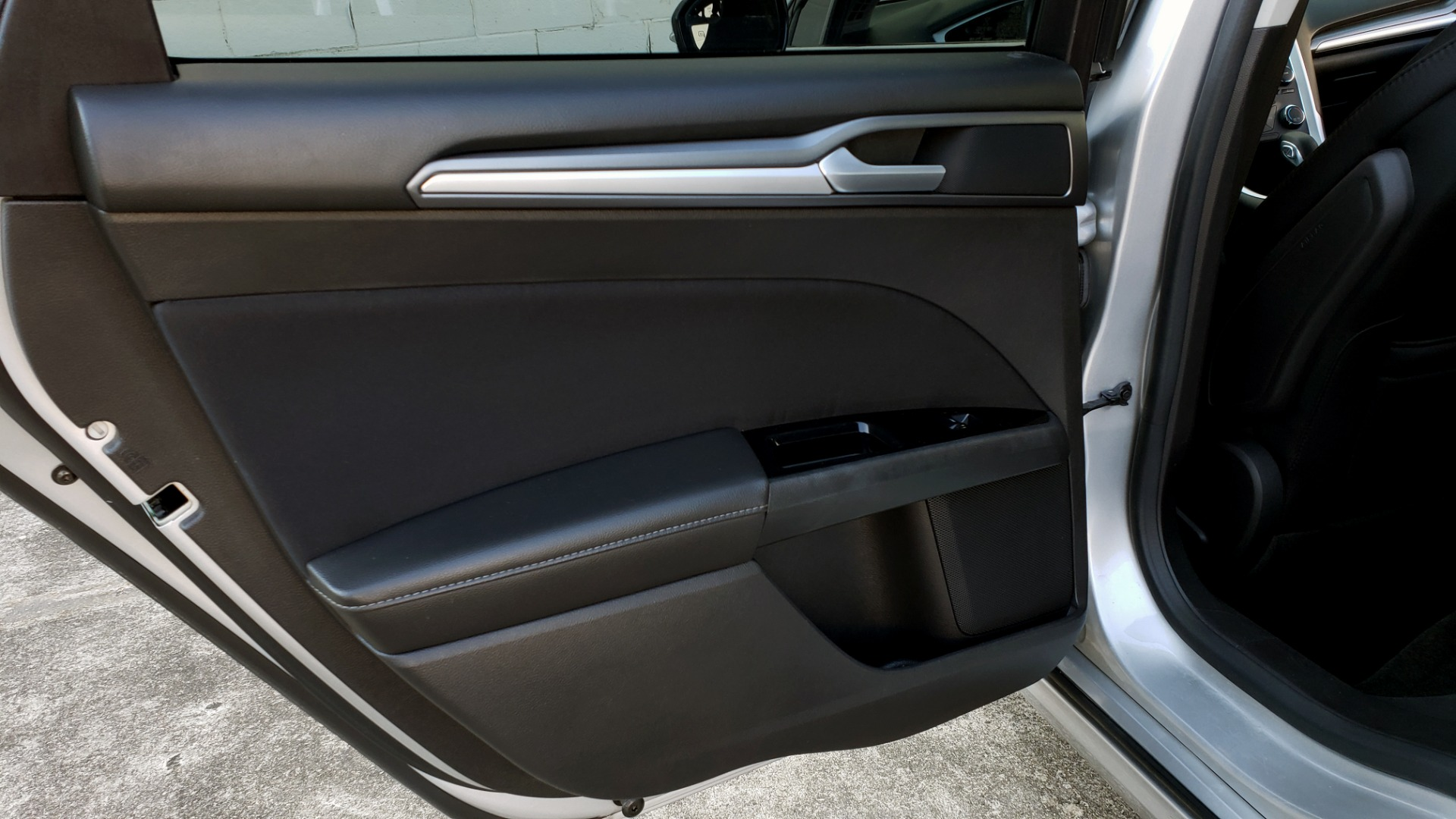 Used 2016 Ford FUSION SE SEDAN / 4-CYL / 6-SPD AUTO / CLOTH SEATS / REARVIEW for sale Sold at Formula Imports in Charlotte NC 28227 38