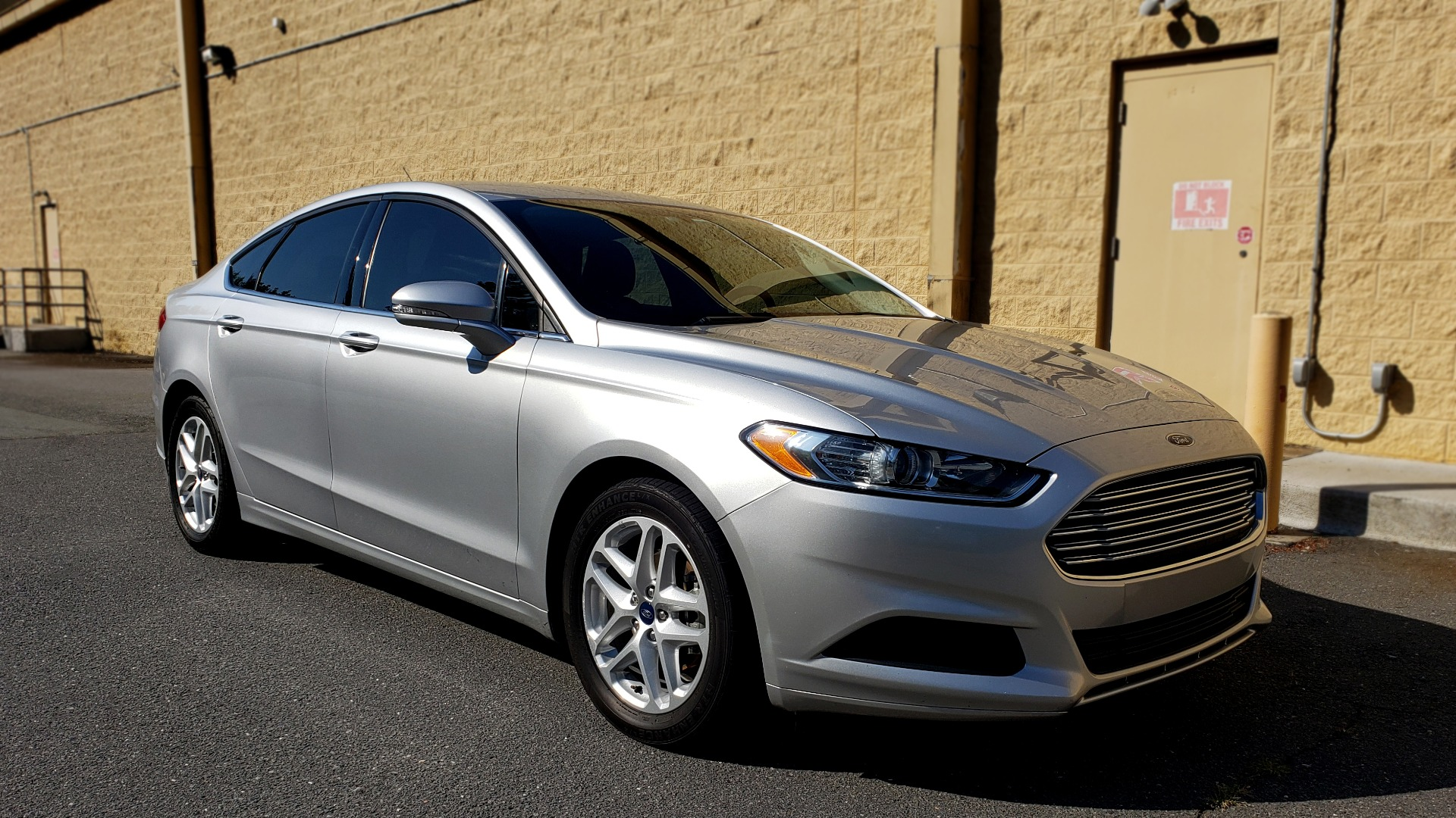Used 2016 Ford FUSION SE SEDAN / 4-CYL / 6-SPD AUTO / CLOTH SEATS / REARVIEW for sale Sold at Formula Imports in Charlotte NC 28227 4