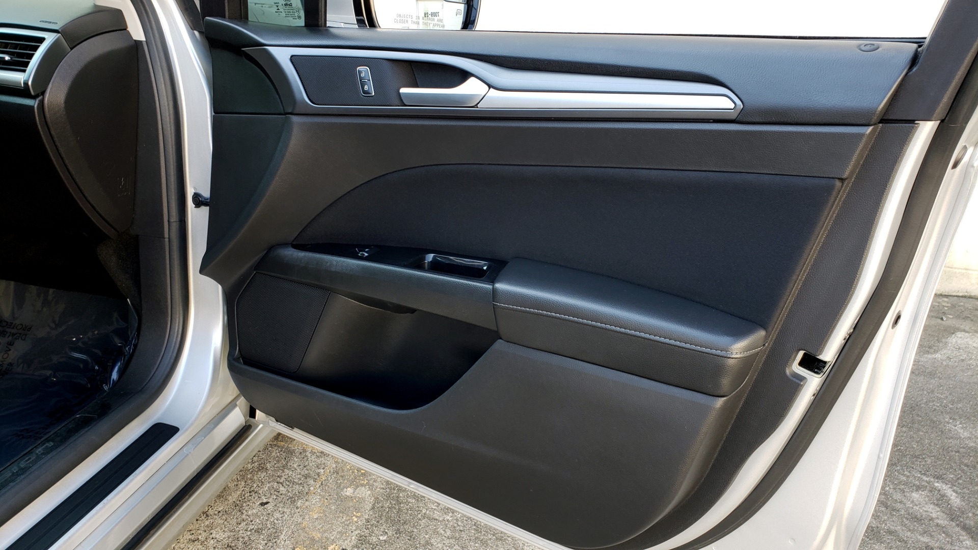 Used 2016 Ford FUSION SE SEDAN / 4-CYL / 6-SPD AUTO / CLOTH SEATS / REARVIEW for sale Sold at Formula Imports in Charlotte NC 28227 43