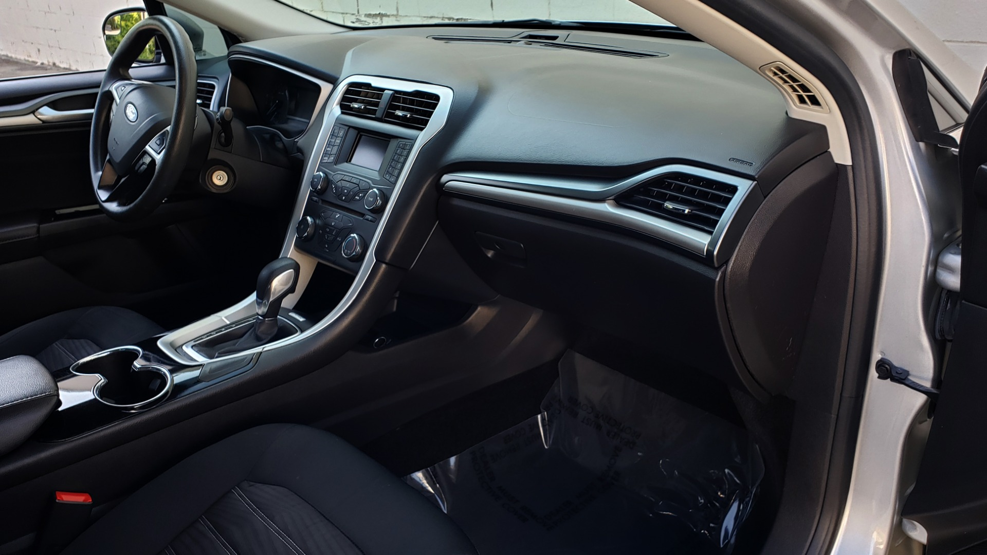 Used 2016 Ford FUSION SE SEDAN / 4-CYL / 6-SPD AUTO / CLOTH SEATS / REARVIEW for sale Sold at Formula Imports in Charlotte NC 28227 47
