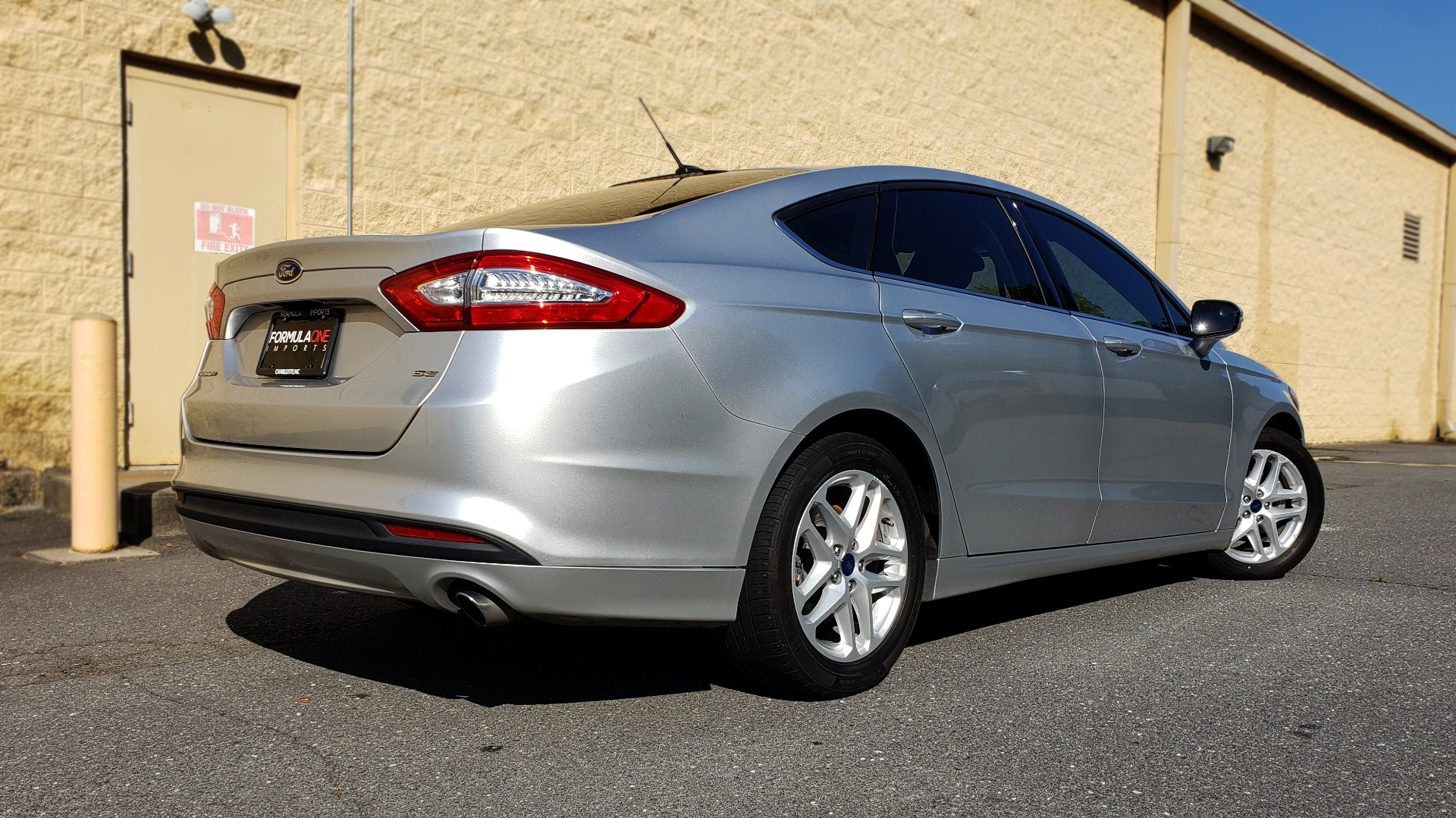 Used 2016 Ford FUSION SE SEDAN / 4-CYL / 6-SPD AUTO / CLOTH SEATS / REARVIEW for sale Sold at Formula Imports in Charlotte NC 28227 6