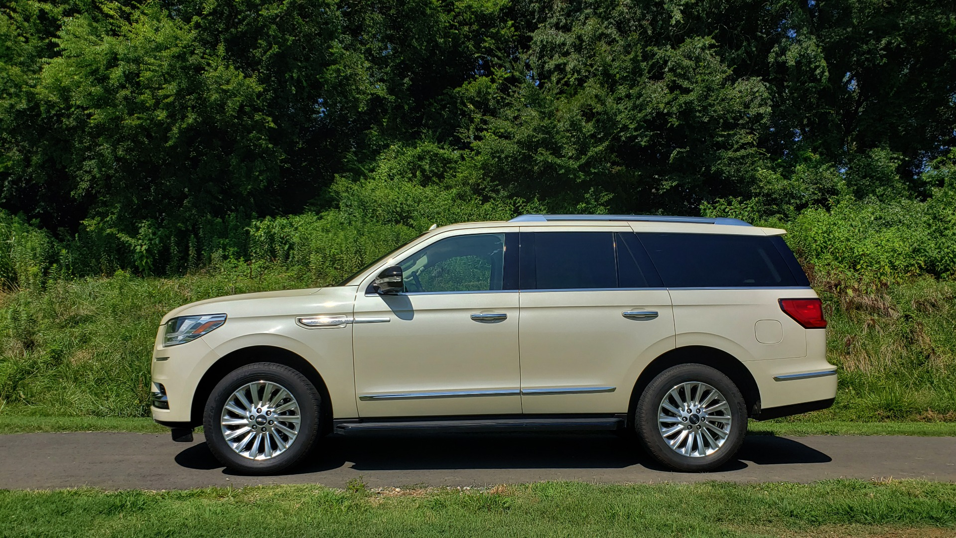 Used 2018 Lincoln NAVIGATOR PREMIERE 4X2 / TWIN-TURBO V6 / NAV / 3-ROW / REARVIEW for sale Sold at Formula Imports in Charlotte NC 28227 3