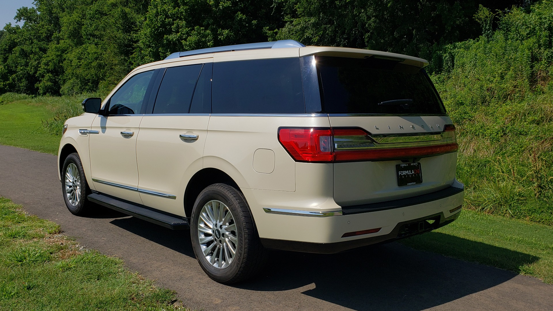 Used 2018 Lincoln NAVIGATOR PREMIERE 4X2 / TWIN-TURBO V6 / NAV / 3-ROW / REARVIEW for sale Sold at Formula Imports in Charlotte NC 28227 4