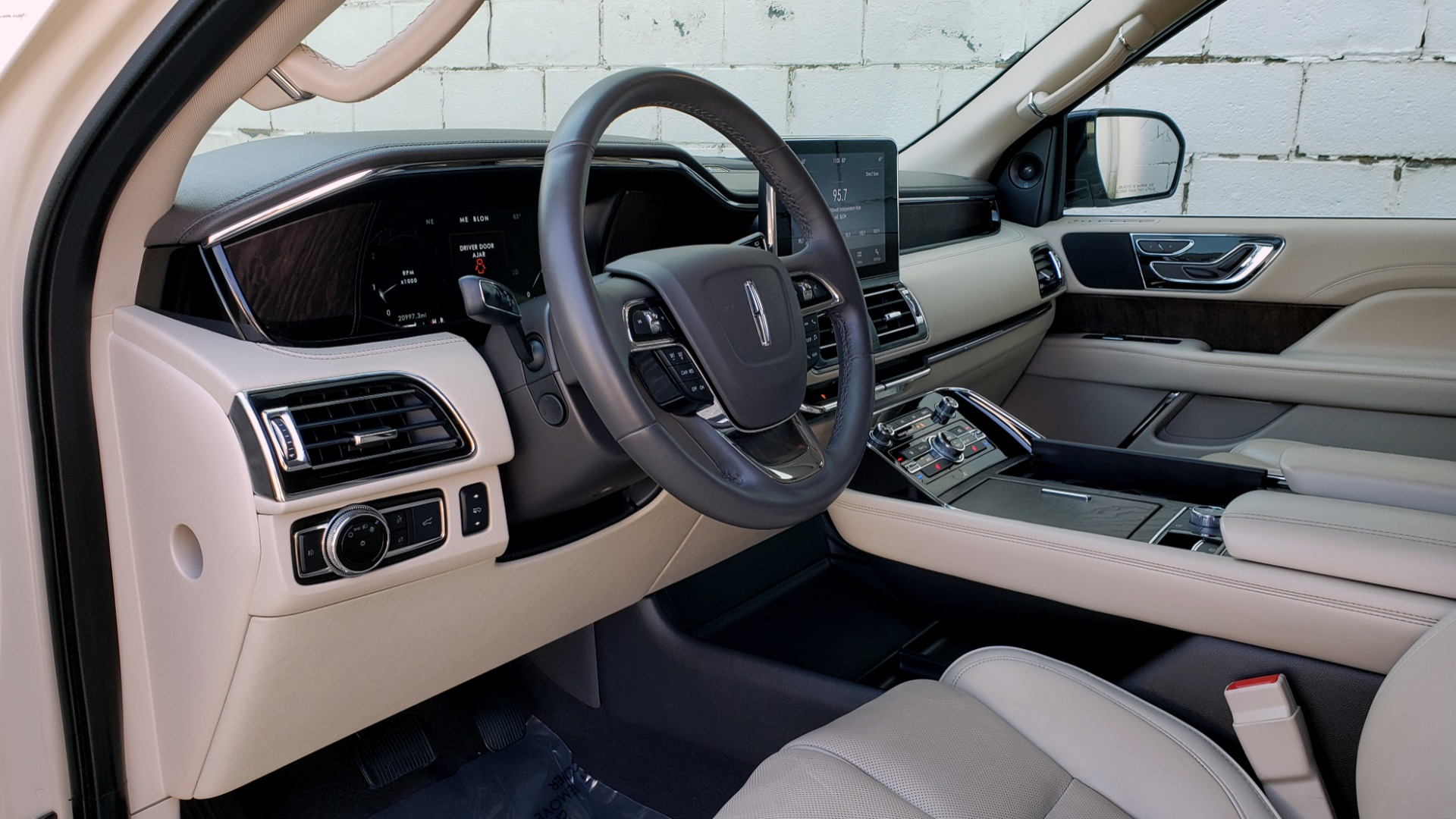 Used 2018 Lincoln NAVIGATOR PREMIERE 4X2 / TWIN-TURBO V6 / NAV / 3-ROW / REARVIEW for sale Sold at Formula Imports in Charlotte NC 28227 43