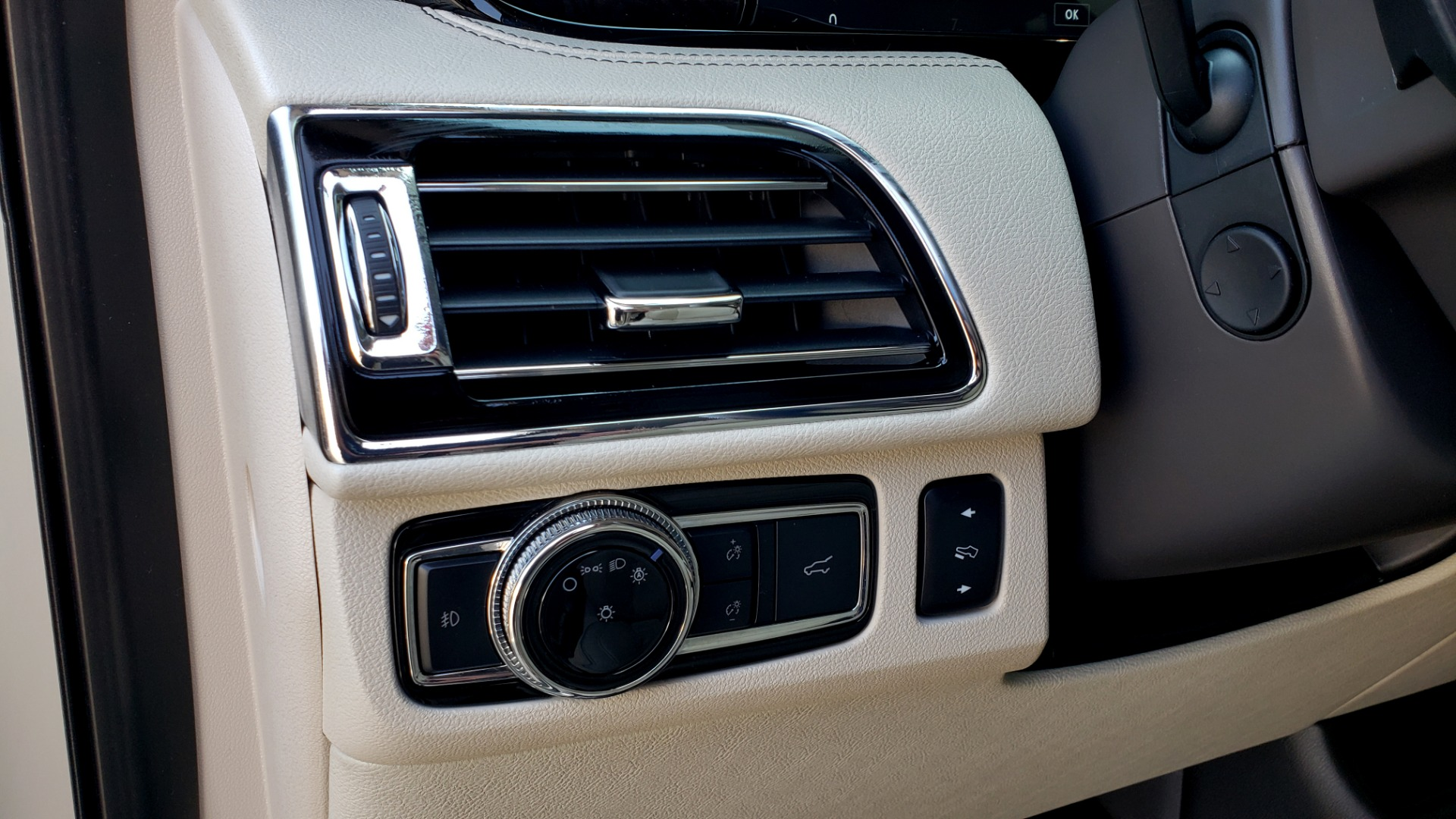Used 2018 Lincoln NAVIGATOR PREMIERE 4X2 / TWIN-TURBO V6 / NAV / 3-ROW / REARVIEW for sale Sold at Formula Imports in Charlotte NC 28227 44