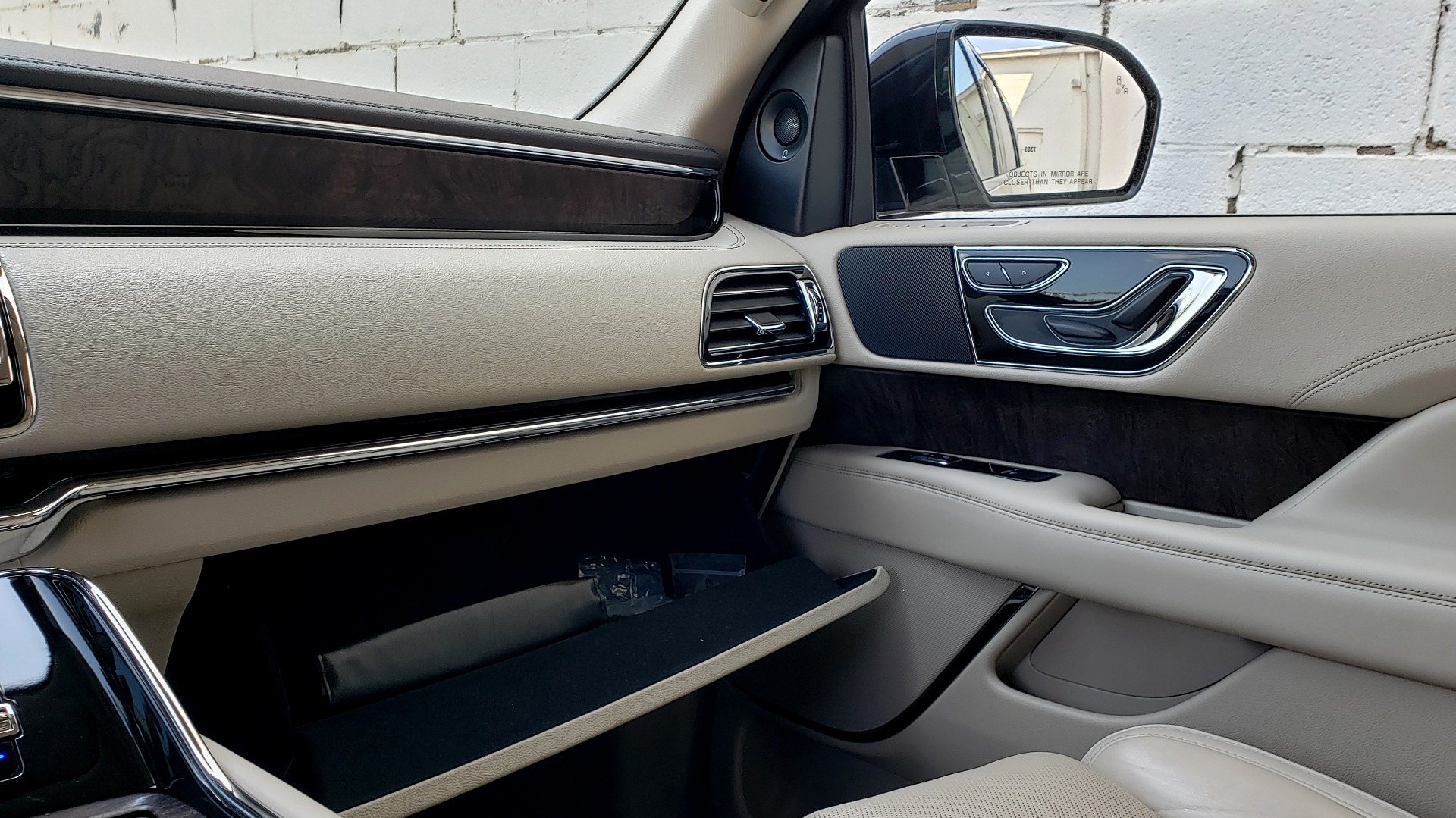 Used 2018 Lincoln NAVIGATOR PREMIERE 4X2 / TWIN-TURBO V6 / NAV / 3-ROW / REARVIEW for sale Sold at Formula Imports in Charlotte NC 28227 60
