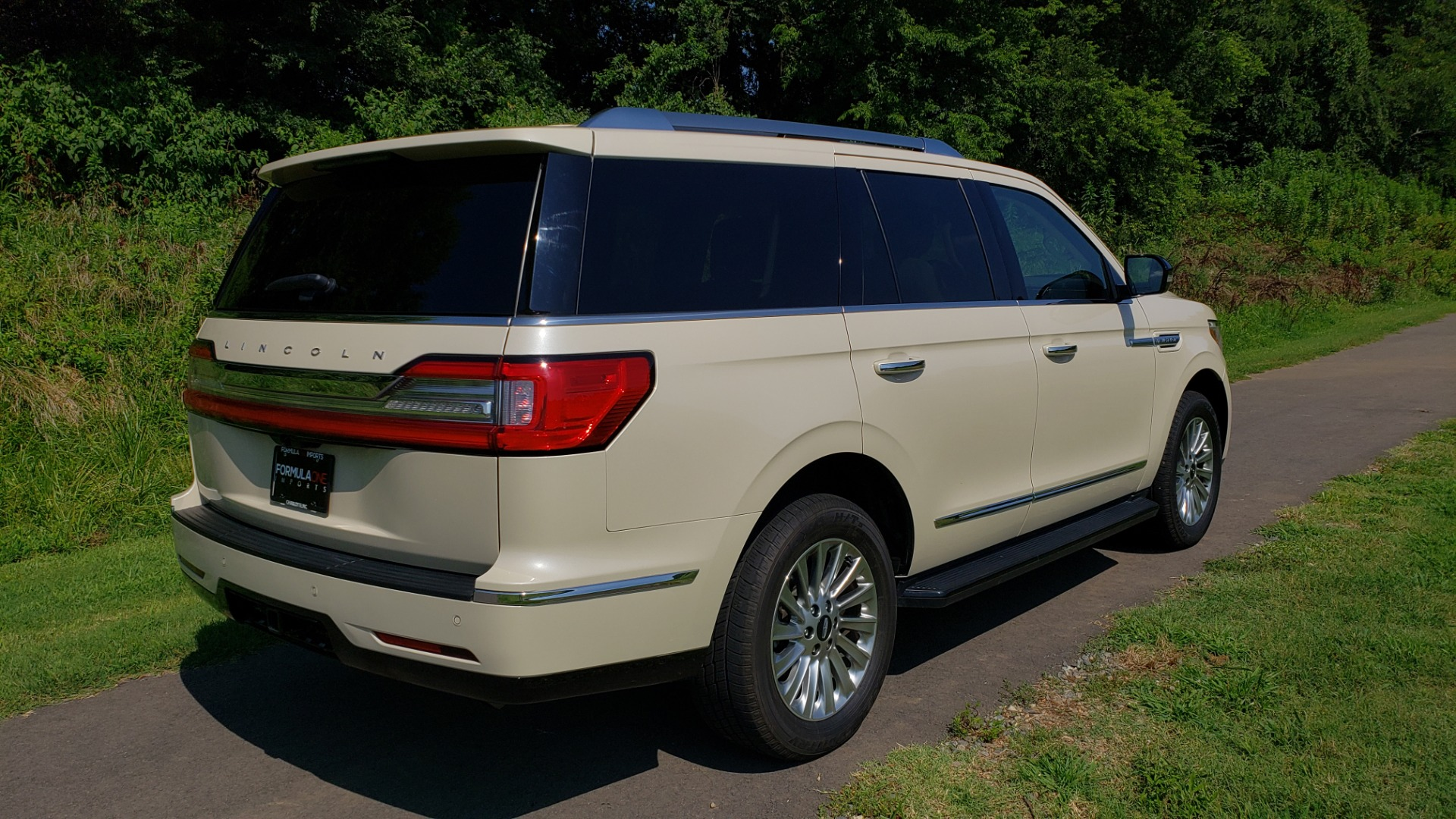 Used 2018 Lincoln NAVIGATOR PREMIERE 4X2 / TWIN-TURBO V6 / NAV / 3-ROW / REARVIEW for sale Sold at Formula Imports in Charlotte NC 28227 7