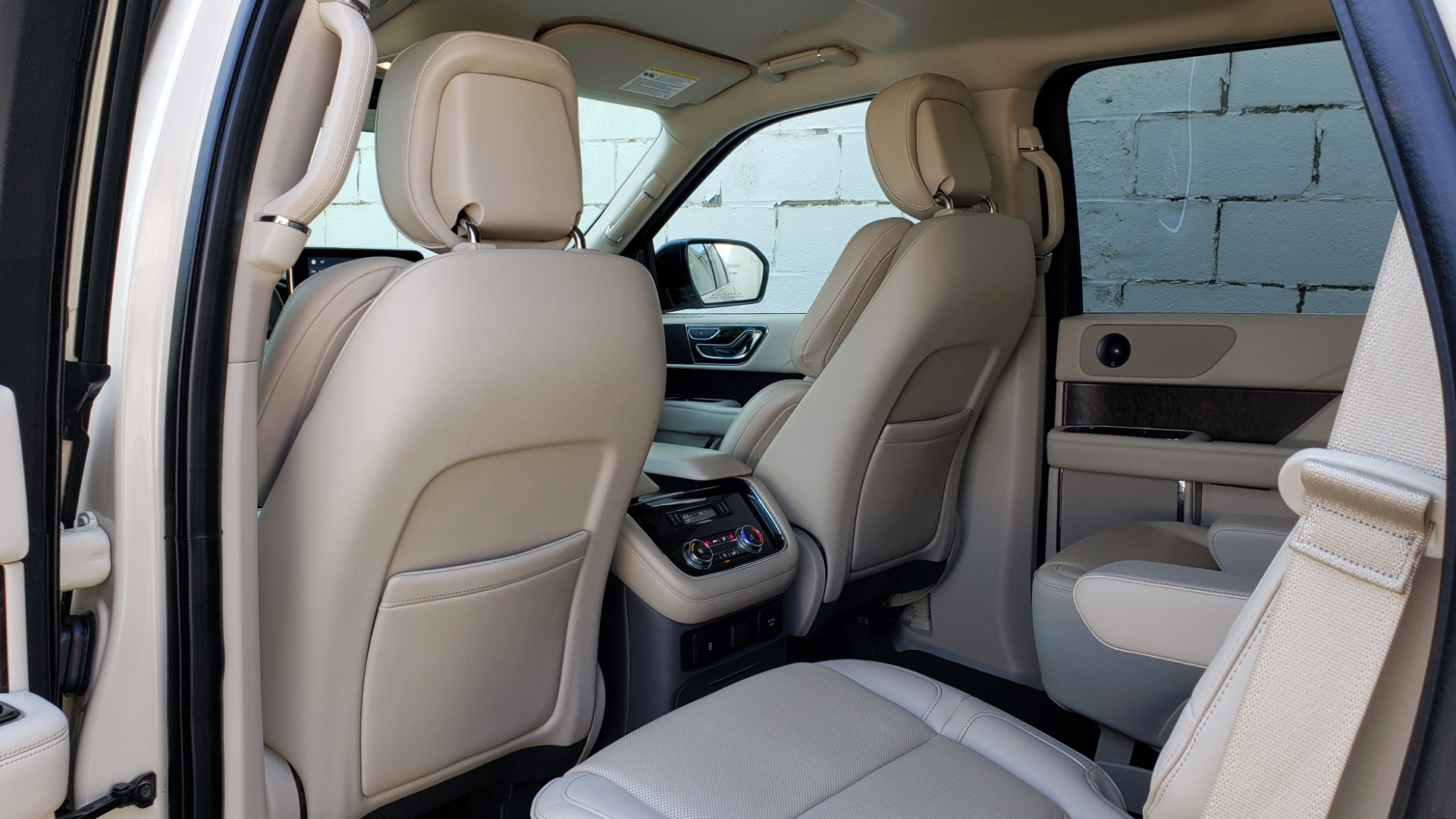 Used 2018 Lincoln NAVIGATOR PREMIERE 4X2 / TWIN-TURBO V6 / NAV / 3-ROW / REARVIEW for sale Sold at Formula Imports in Charlotte NC 28227 71