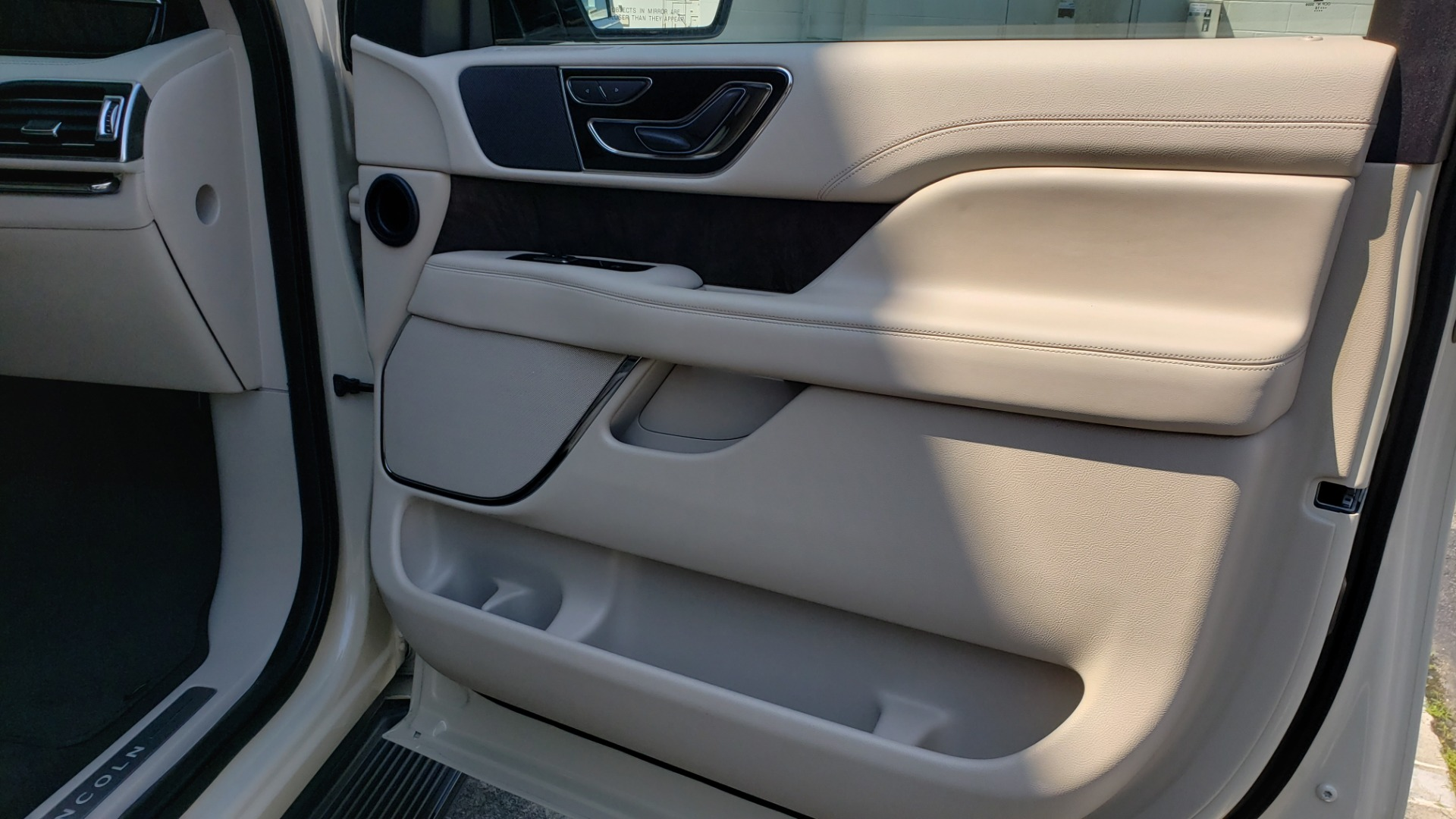 Used 2018 Lincoln NAVIGATOR PREMIERE 4X2 / TWIN-TURBO V6 / NAV / 3-ROW / REARVIEW for sale Sold at Formula Imports in Charlotte NC 28227 76