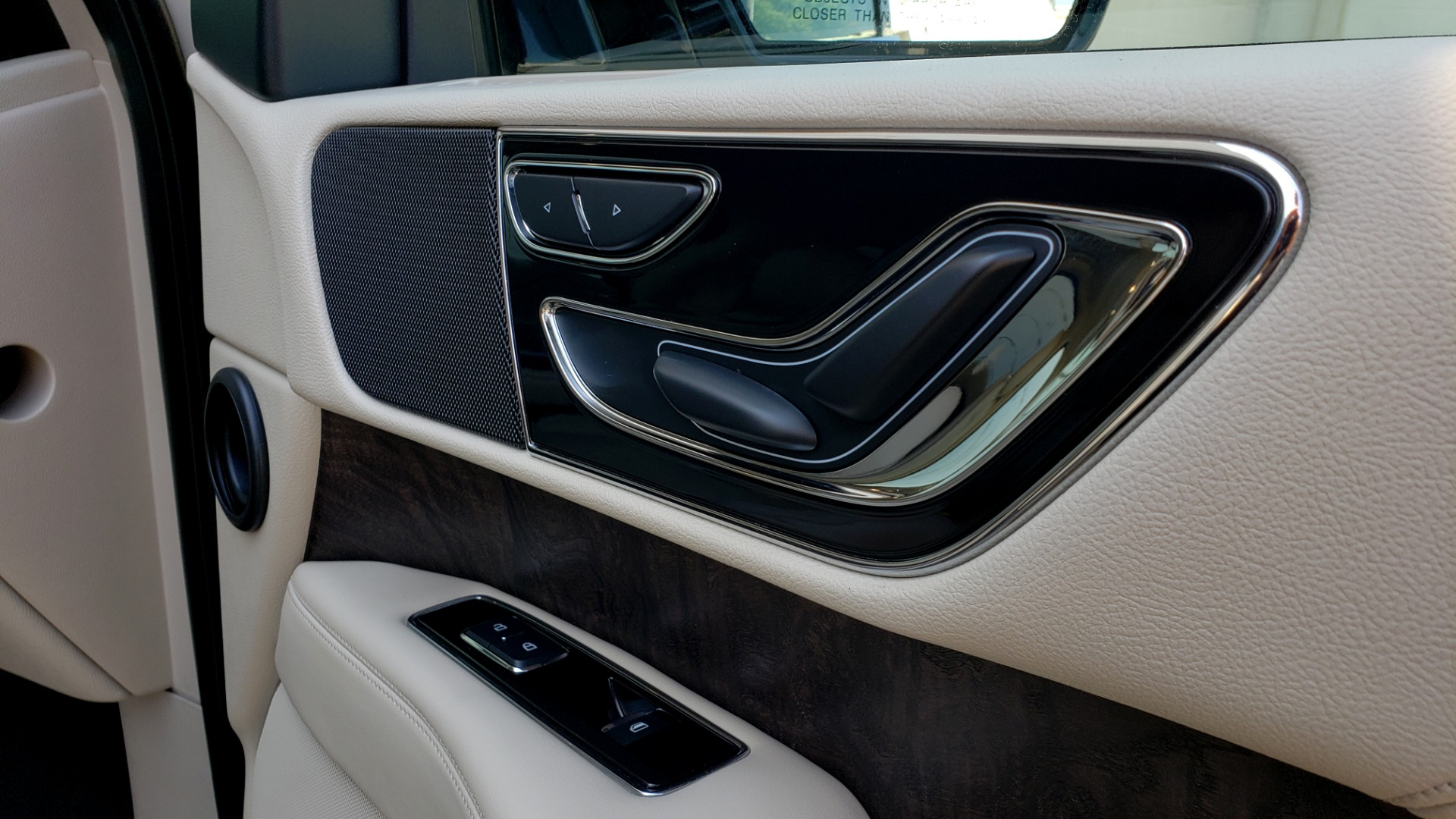 Used 2018 Lincoln NAVIGATOR PREMIERE 4X2 / TWIN-TURBO V6 / NAV / 3-ROW / REARVIEW for sale Sold at Formula Imports in Charlotte NC 28227 77