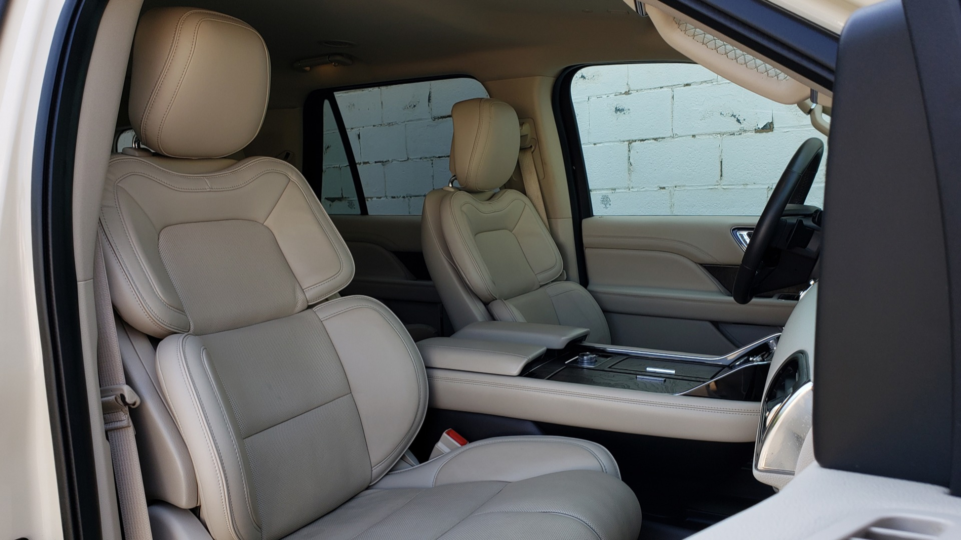 Used 2018 Lincoln NAVIGATOR PREMIERE 4X2 / TWIN-TURBO V6 / NAV / 3-ROW / REARVIEW for sale Sold at Formula Imports in Charlotte NC 28227 79
