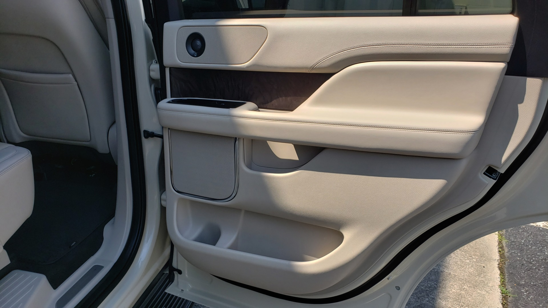 Used 2018 Lincoln NAVIGATOR PREMIERE 4X2 / TWIN-TURBO V6 / NAV / 3-ROW / REARVIEW for sale Sold at Formula Imports in Charlotte NC 28227 81