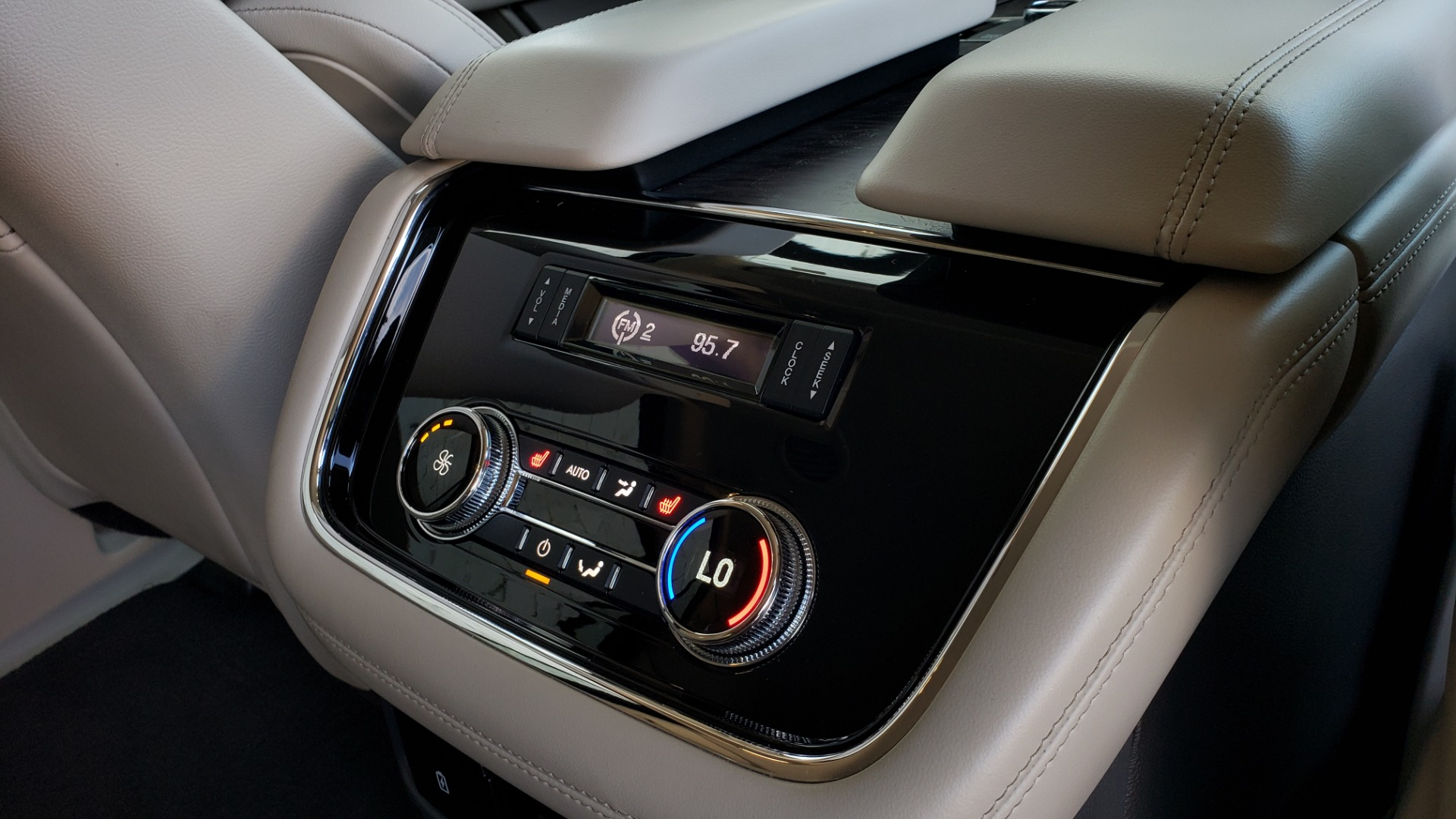 Used 2018 Lincoln NAVIGATOR PREMIERE 4X2 / TWIN-TURBO V6 / NAV / 3-ROW / REARVIEW for sale Sold at Formula Imports in Charlotte NC 28227 86