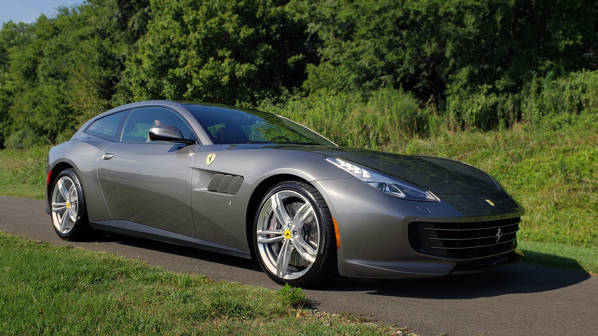 Used 2017 Ferrari GTC4 LUSSO AWD / PANO-ROOF / APPLE CAR PLAY / SUSP LIFT / JBL SOUND for sale $188,999 at Formula Imports in Charlotte NC 28227 10