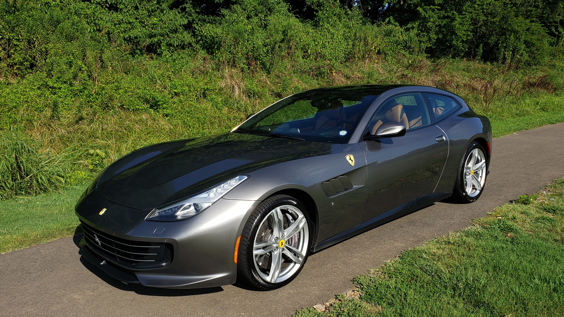Used 2017 Ferrari GTC4 LUSSO AWD / PANO-ROOF / APPLE CAR PLAY / SUSP LIFT / JBL SOUND for sale $188,999 at Formula Imports in Charlotte NC 28227 3