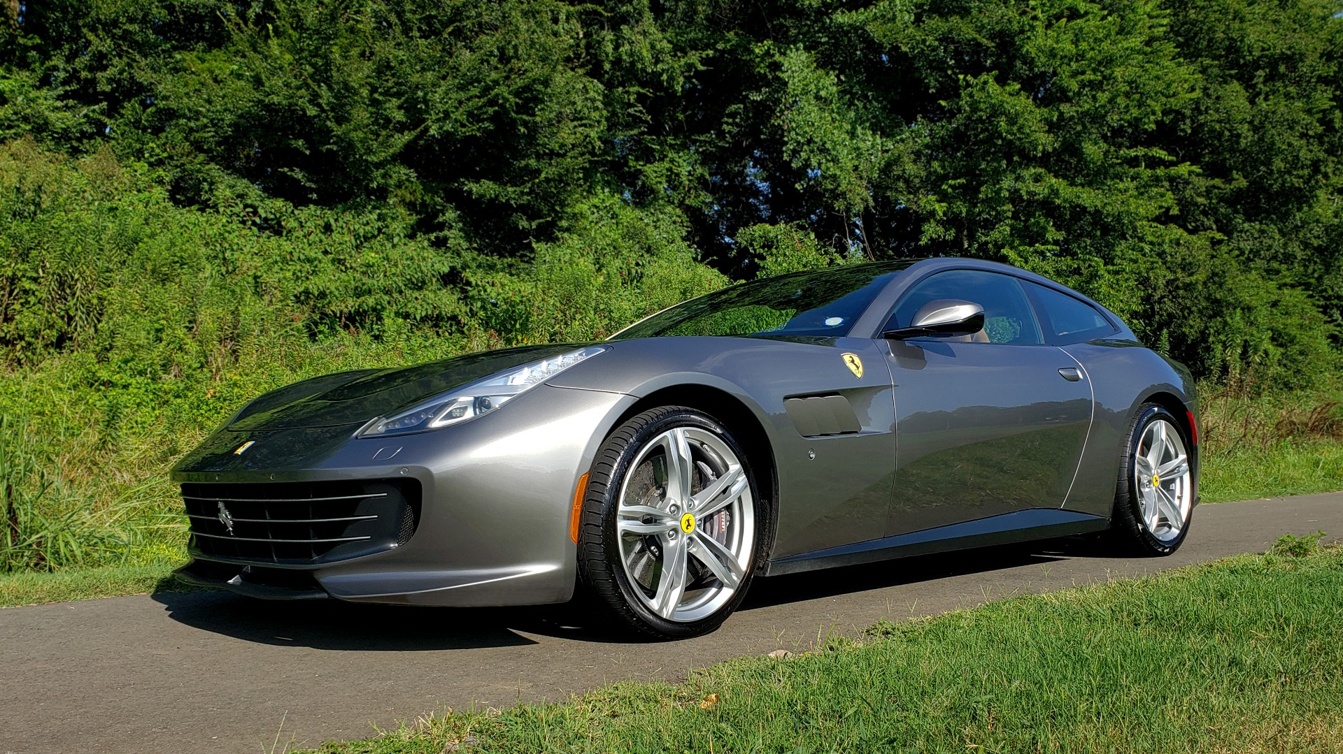 Used 2017 Ferrari GTC4 LUSSO AWD / PANO-ROOF / APPLE CAR PLAY / SUSP LIFT / JBL SOUND for sale $188,999 at Formula Imports in Charlotte NC 28227 4
