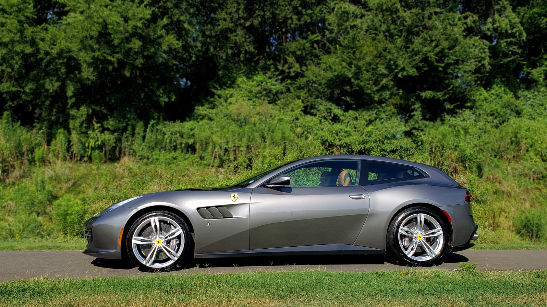 Used 2017 Ferrari GTC4 LUSSO AWD / PANO-ROOF / APPLE CAR PLAY / SUSP LIFT / JBL SOUND for sale $188,999 at Formula Imports in Charlotte NC 28227 5