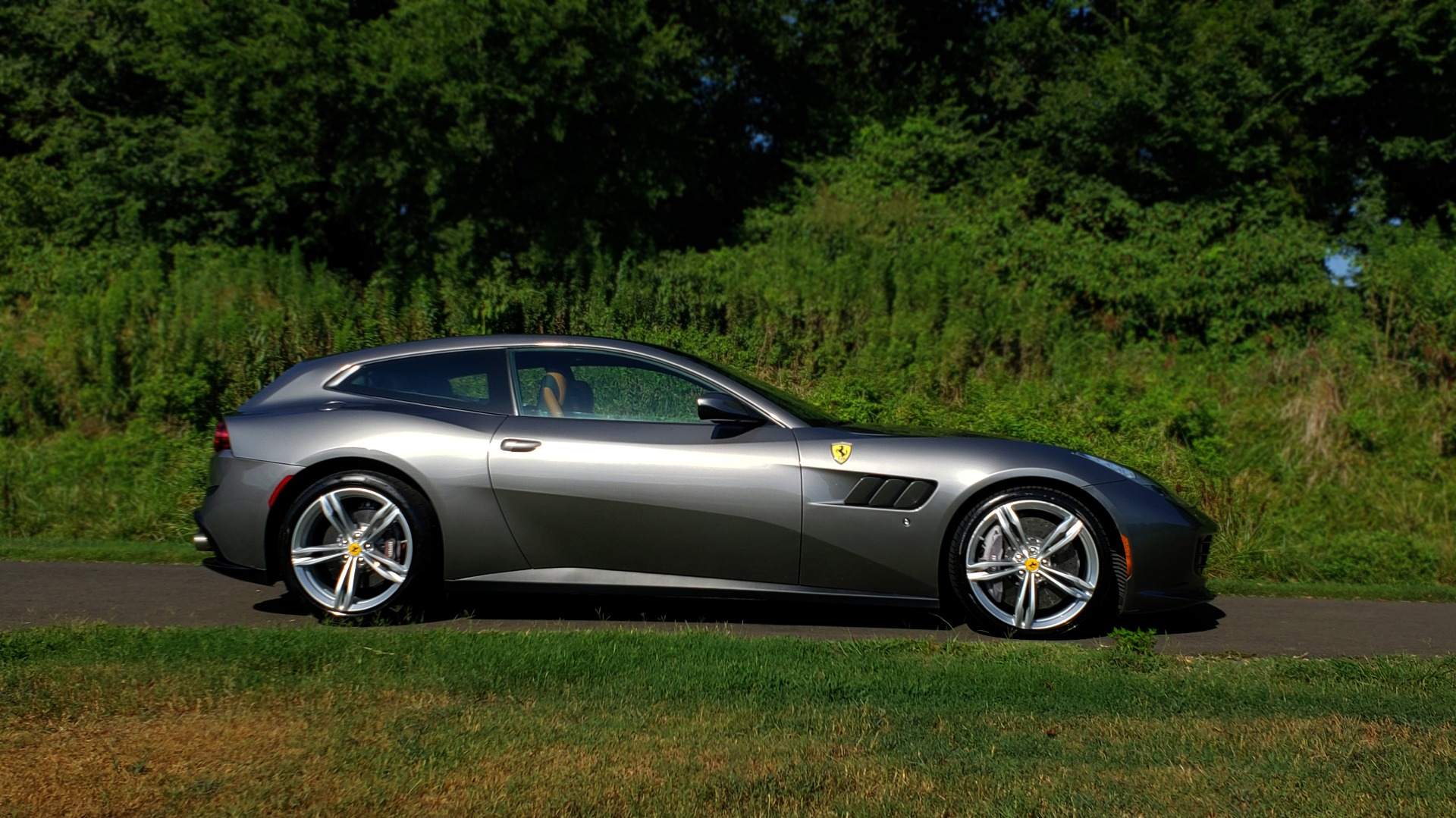 Used 2017 Ferrari GTC4 LUSSO AWD / PANO-ROOF / APPLE CAR PLAY / SUSP LIFT / JBL SOUND for sale $188,999 at Formula Imports in Charlotte NC 28227 9