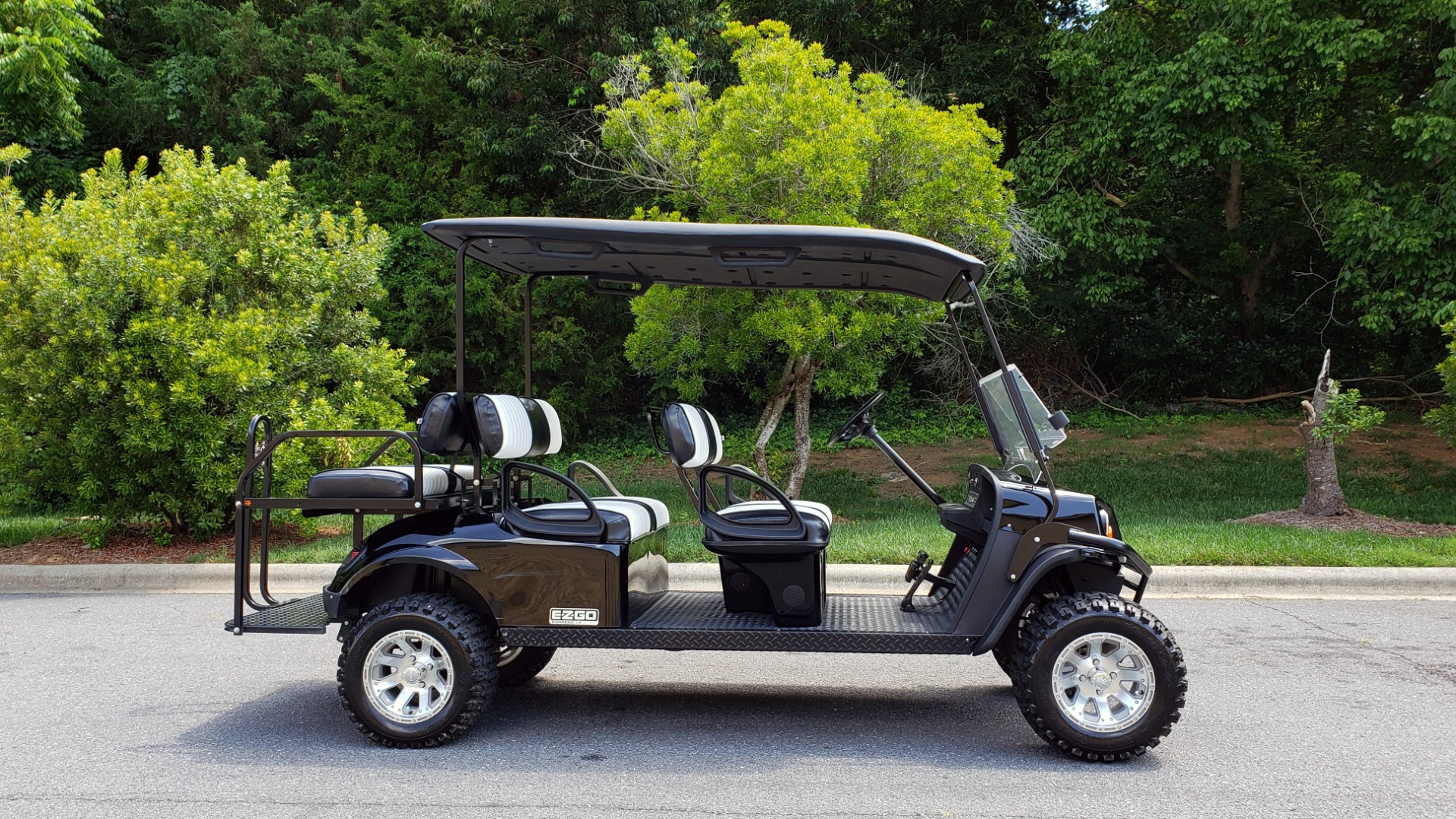 Used 2015 E-Z-GO EXPRESS J6 GOLF CART / 3-ROW / SEATS 6 / 12IN ALLOY WHEELS for sale $8,500 at Formula Imports in Charlotte NC 28227 5