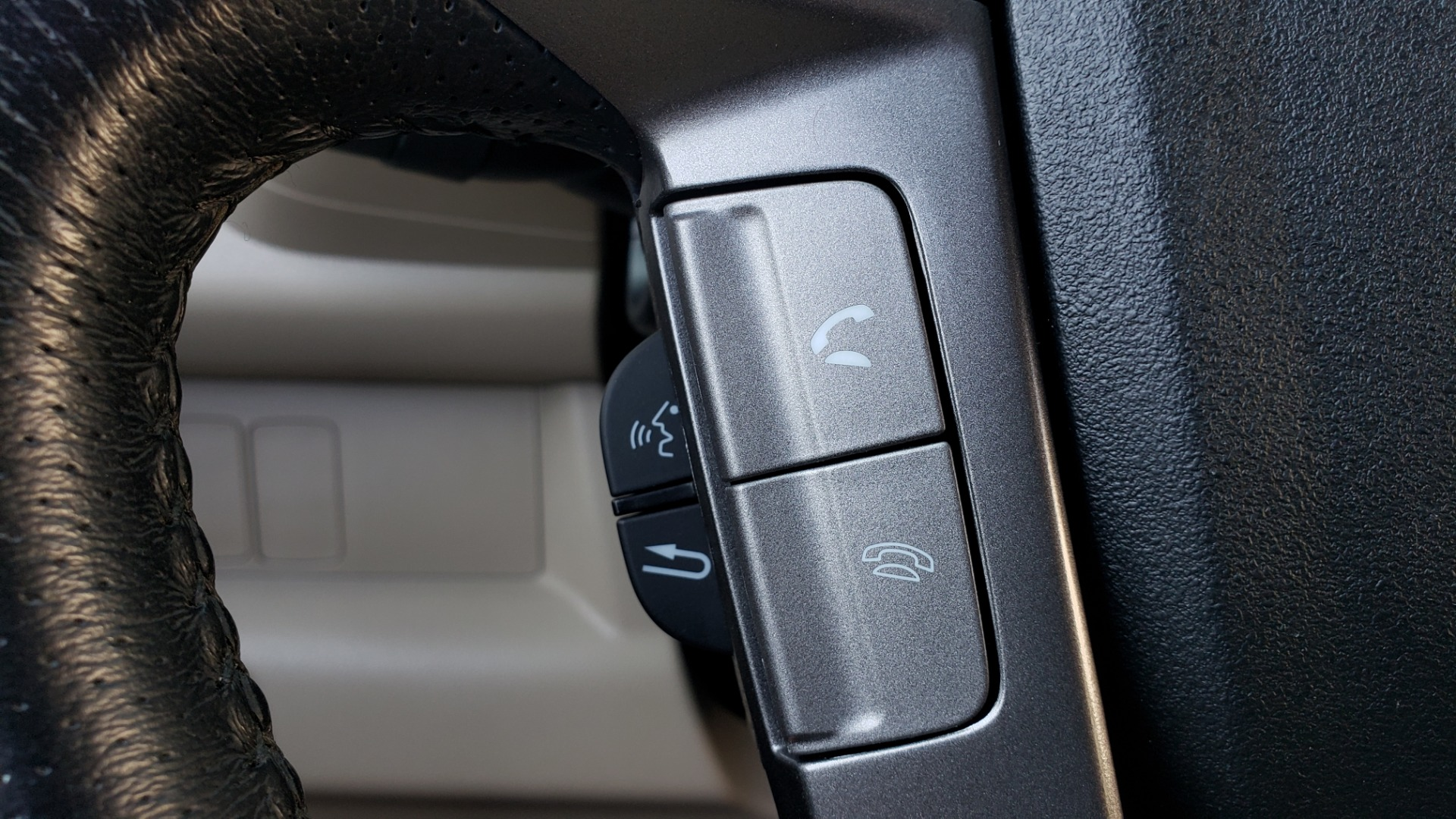 Used 2014 Honda PILOT EX-L / SUNROOF / HTD STS / DUAL-ZONE CLIMATE / REARVIEW for sale $16,995 at Formula Imports in Charlotte NC 28227 41