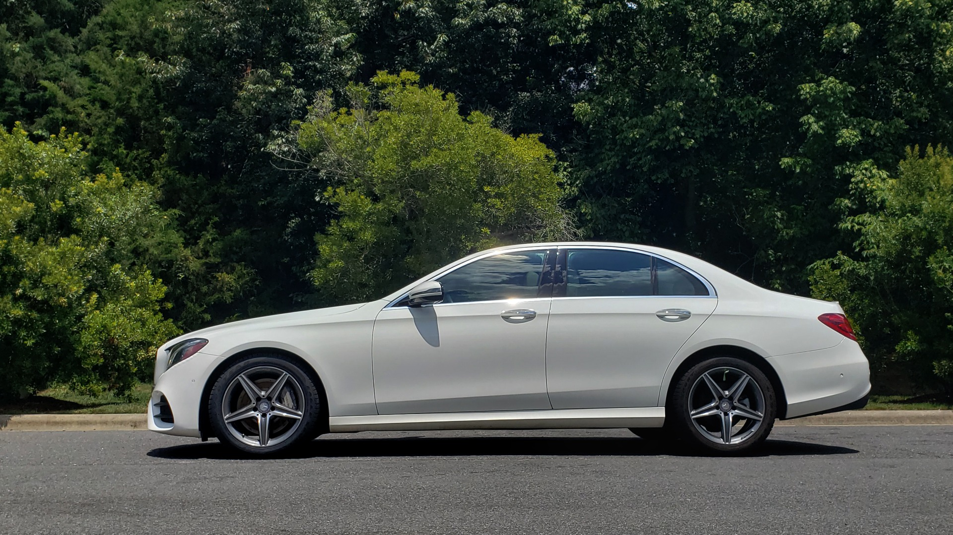 Used 2017 Mercedes-Benz E-CLASS E 300 PREMIUM / SPORT / NAV / SUNROOF / HTD STS / BSM / REARVIEW for sale $27,995 at Formula Imports in Charlotte NC 28227 2