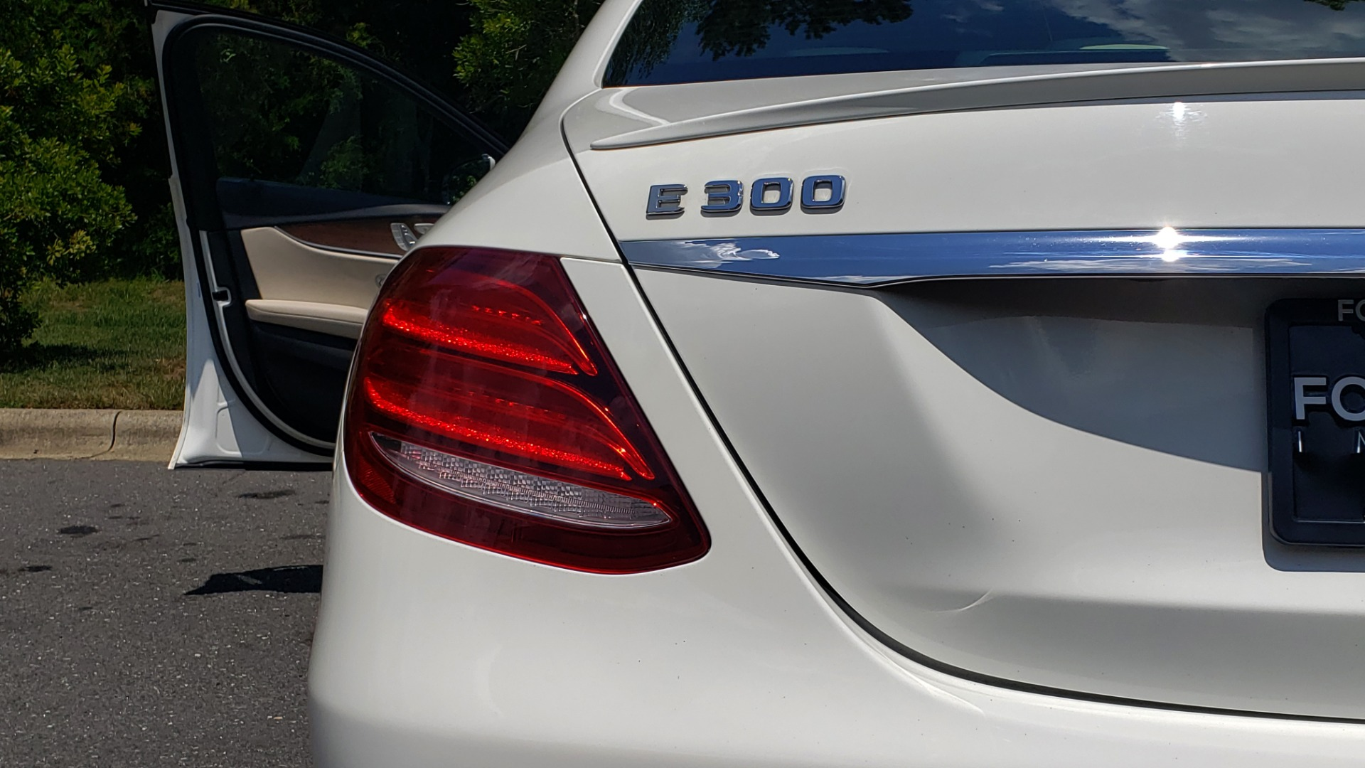Used 2017 Mercedes-Benz E-CLASS E 300 PREMIUM / SPORT / NAV / SUNROOF / HTD STS / BSM / REARVIEW for sale $27,995 at Formula Imports in Charlotte NC 28227 25