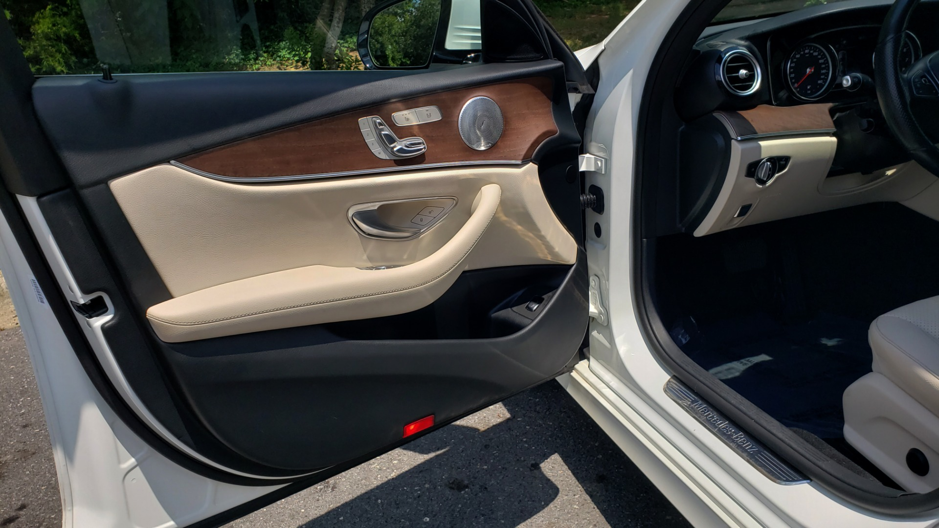 Used 2017 Mercedes-Benz E-CLASS E 300 PREMIUM / SPORT / NAV / SUNROOF / HTD STS / BSM / REARVIEW for sale $27,995 at Formula Imports in Charlotte NC 28227 27