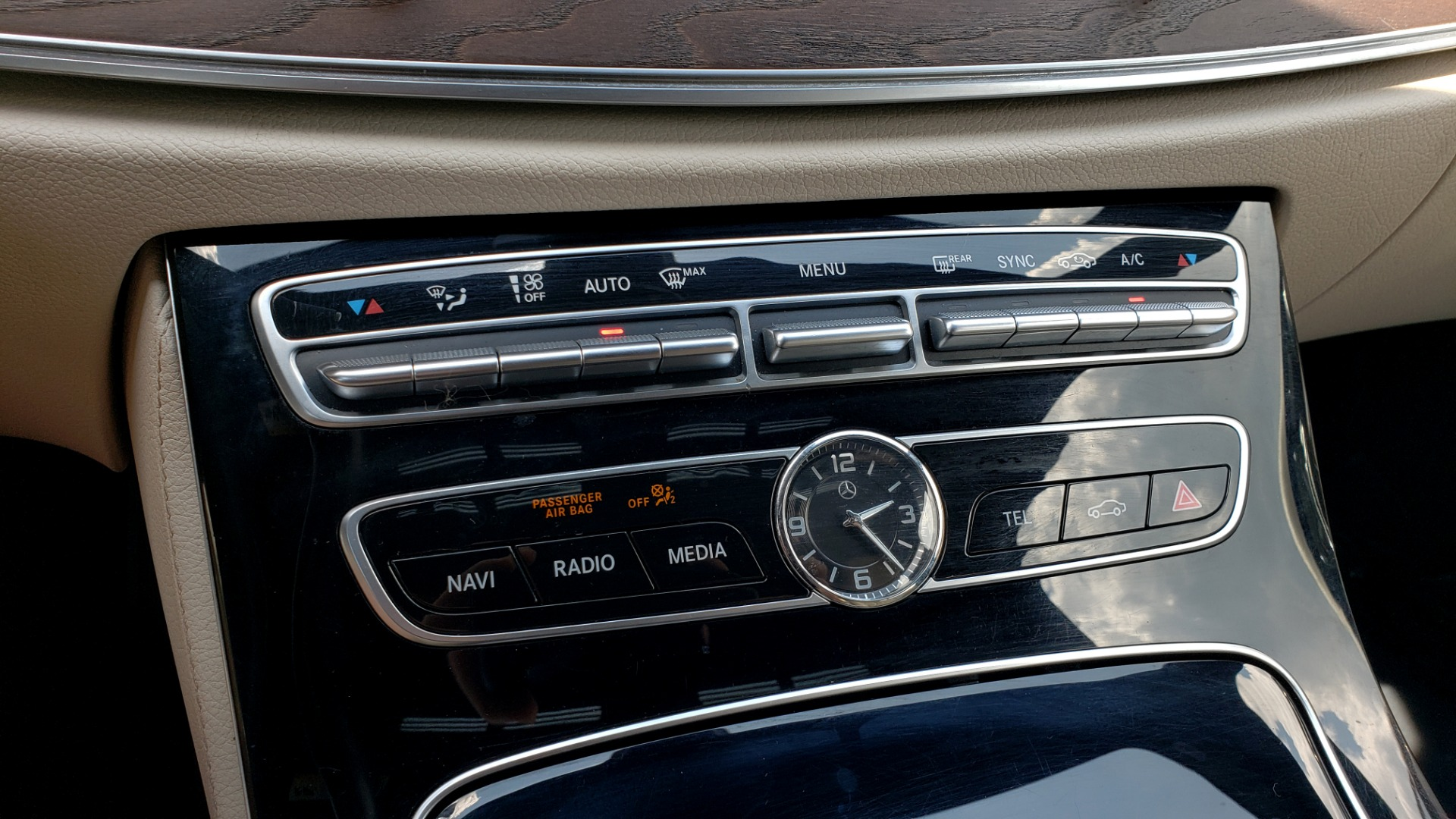 Used 2017 Mercedes-Benz E-CLASS E 300 PREMIUM / SPORT / NAV / SUNROOF / HTD STS / BSM / REARVIEW for sale $27,995 at Formula Imports in Charlotte NC 28227 43