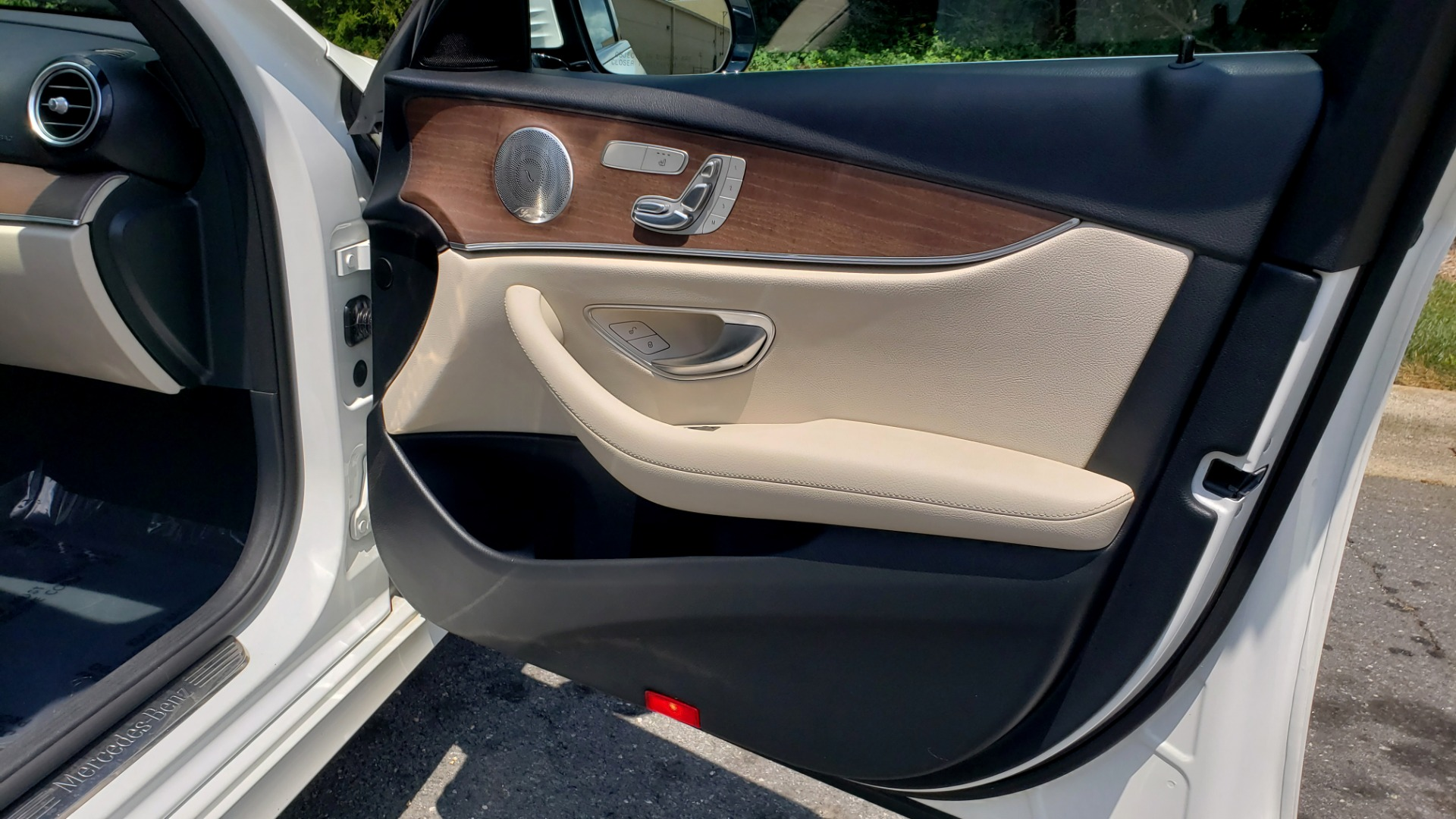 Used 2017 Mercedes-Benz E-CLASS E 300 PREMIUM / SPORT / NAV / SUNROOF / HTD STS / BSM / REARVIEW for sale $27,995 at Formula Imports in Charlotte NC 28227 61