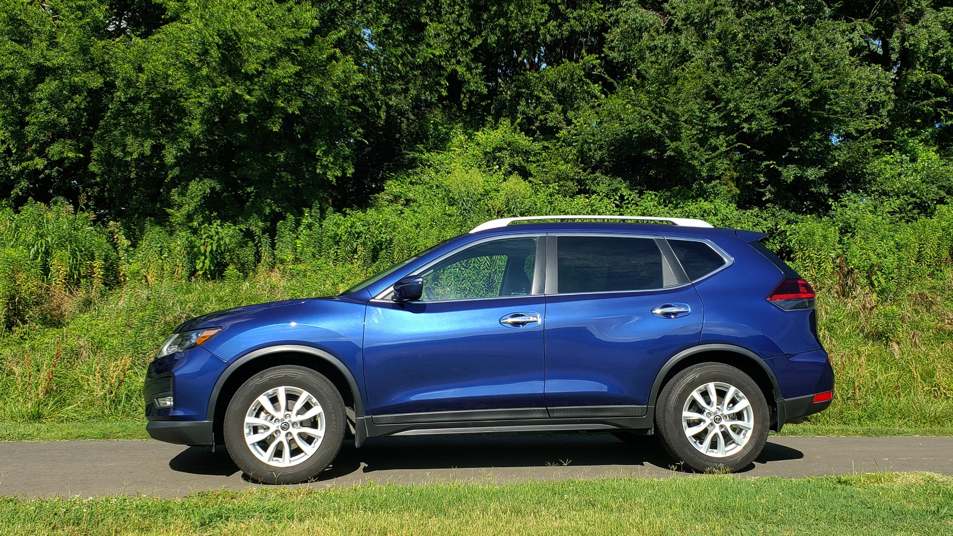 Used 2018 Nissan ROGUE SV / FWD / DUAL-ZONE CLIMATE / HEATED SEATS / REARVIEW for sale Sold at Formula Imports in Charlotte NC 28227 2