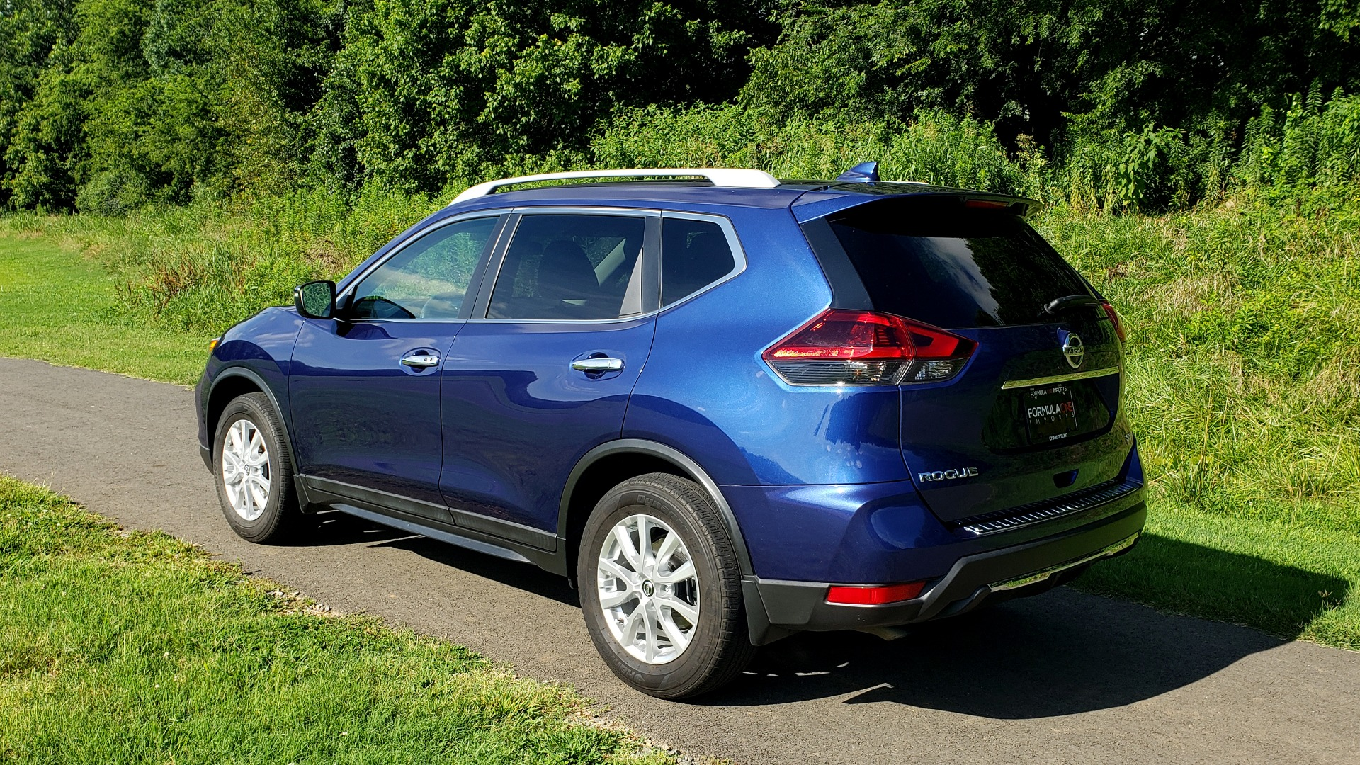 Used 2018 Nissan ROGUE SV / FWD / DUAL-ZONE CLIMATE / HEATED SEATS / REARVIEW for sale Sold at Formula Imports in Charlotte NC 28227 3