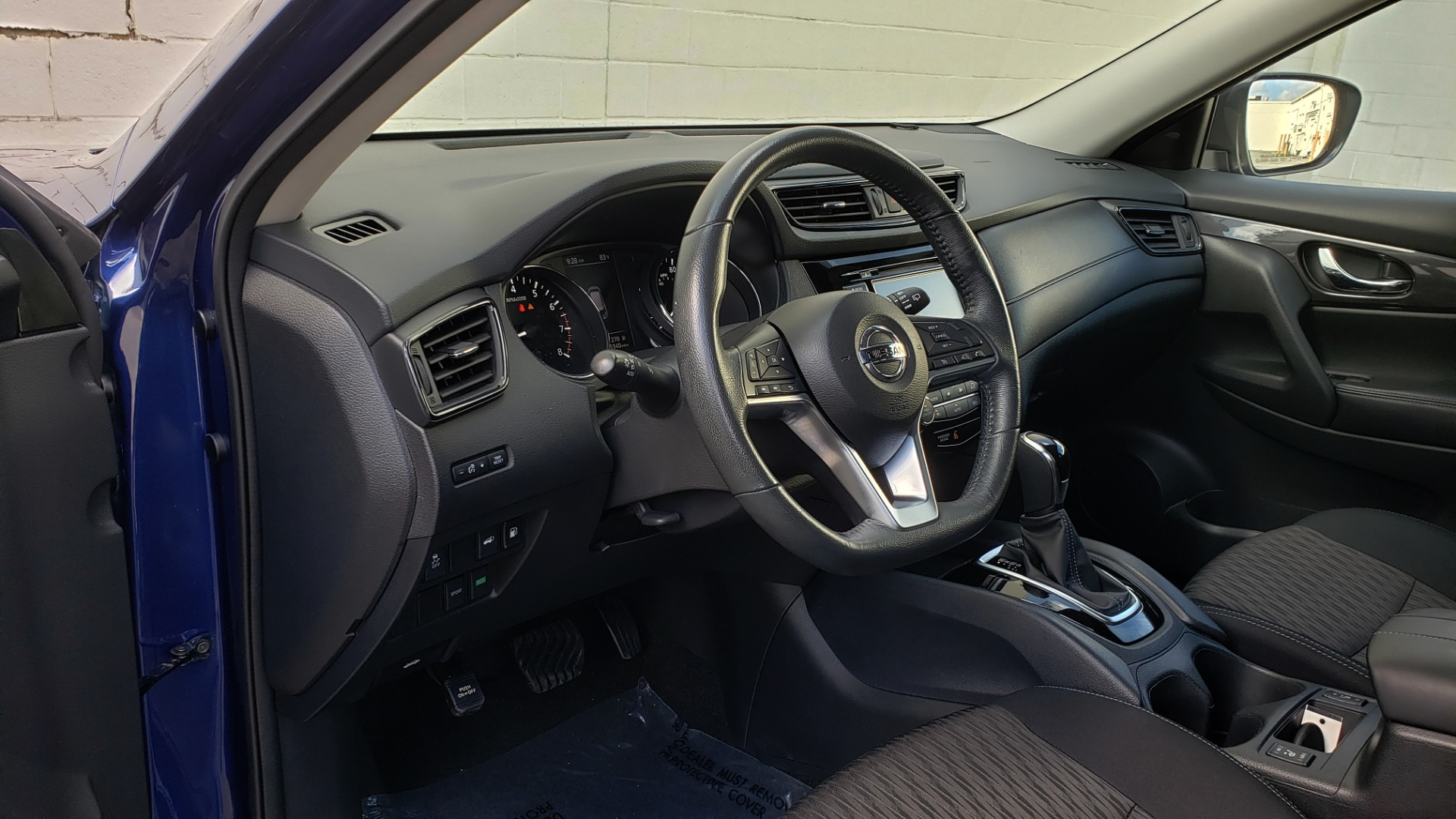 Used 2018 Nissan ROGUE SV / FWD / DUAL-ZONE CLIMATE / HEATED SEATS / REARVIEW for sale Sold at Formula Imports in Charlotte NC 28227 36