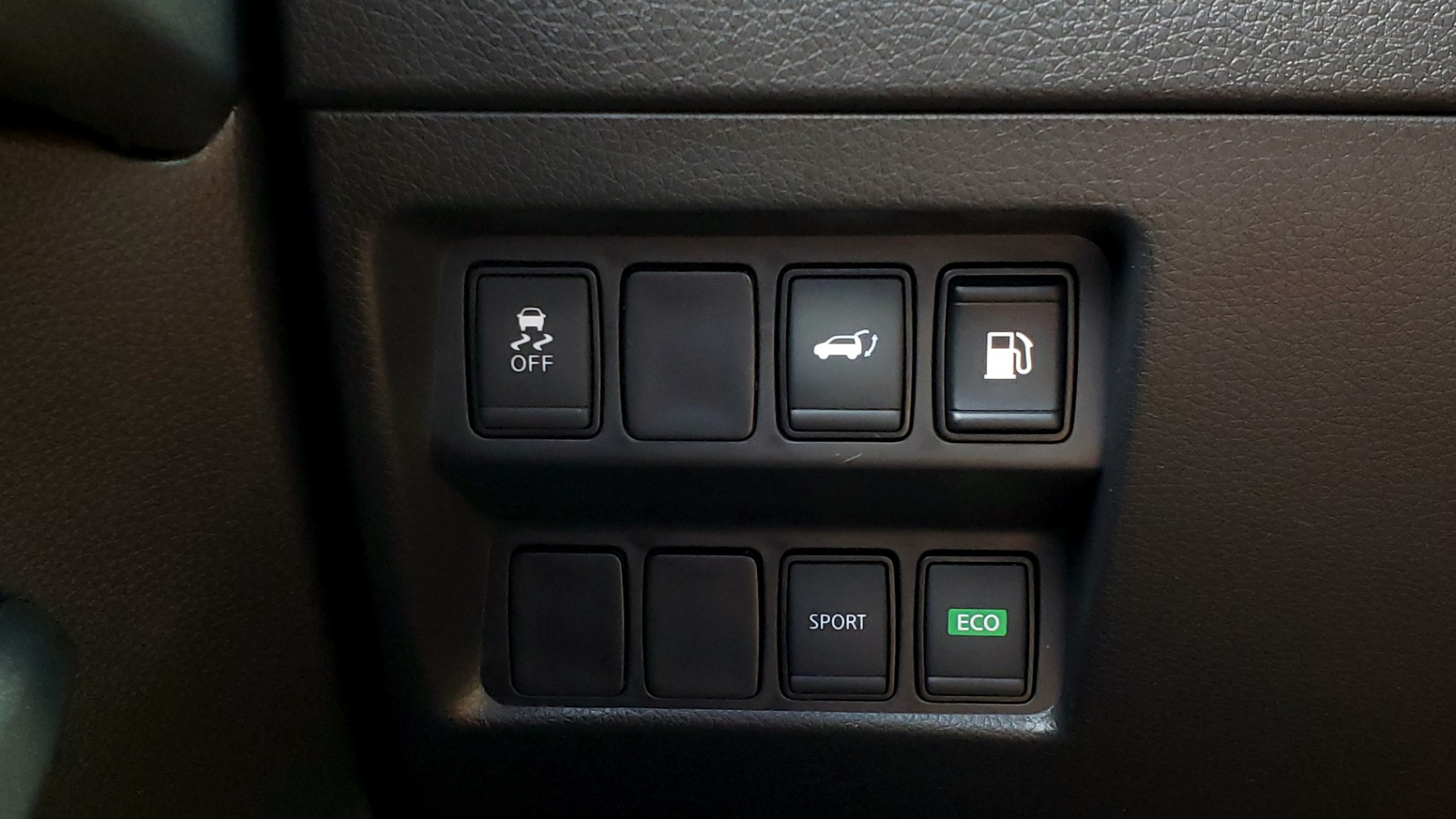 Used 2018 Nissan ROGUE SV / FWD / DUAL-ZONE CLIMATE / HEATED SEATS / REARVIEW for sale Sold at Formula Imports in Charlotte NC 28227 39