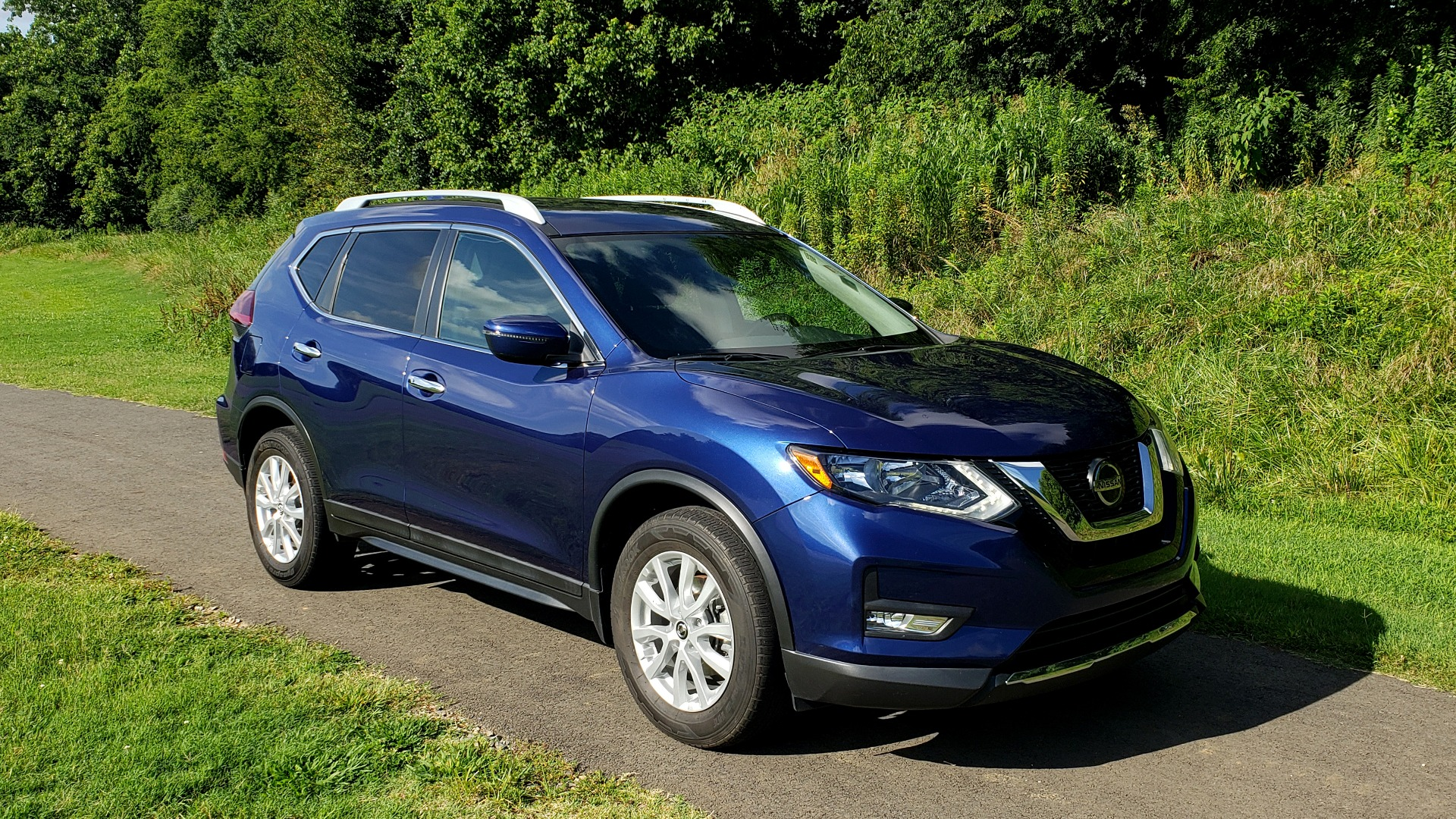 Used 2018 Nissan ROGUE SV / FWD / DUAL-ZONE CLIMATE / HEATED SEATS / REARVIEW for sale Sold at Formula Imports in Charlotte NC 28227 4