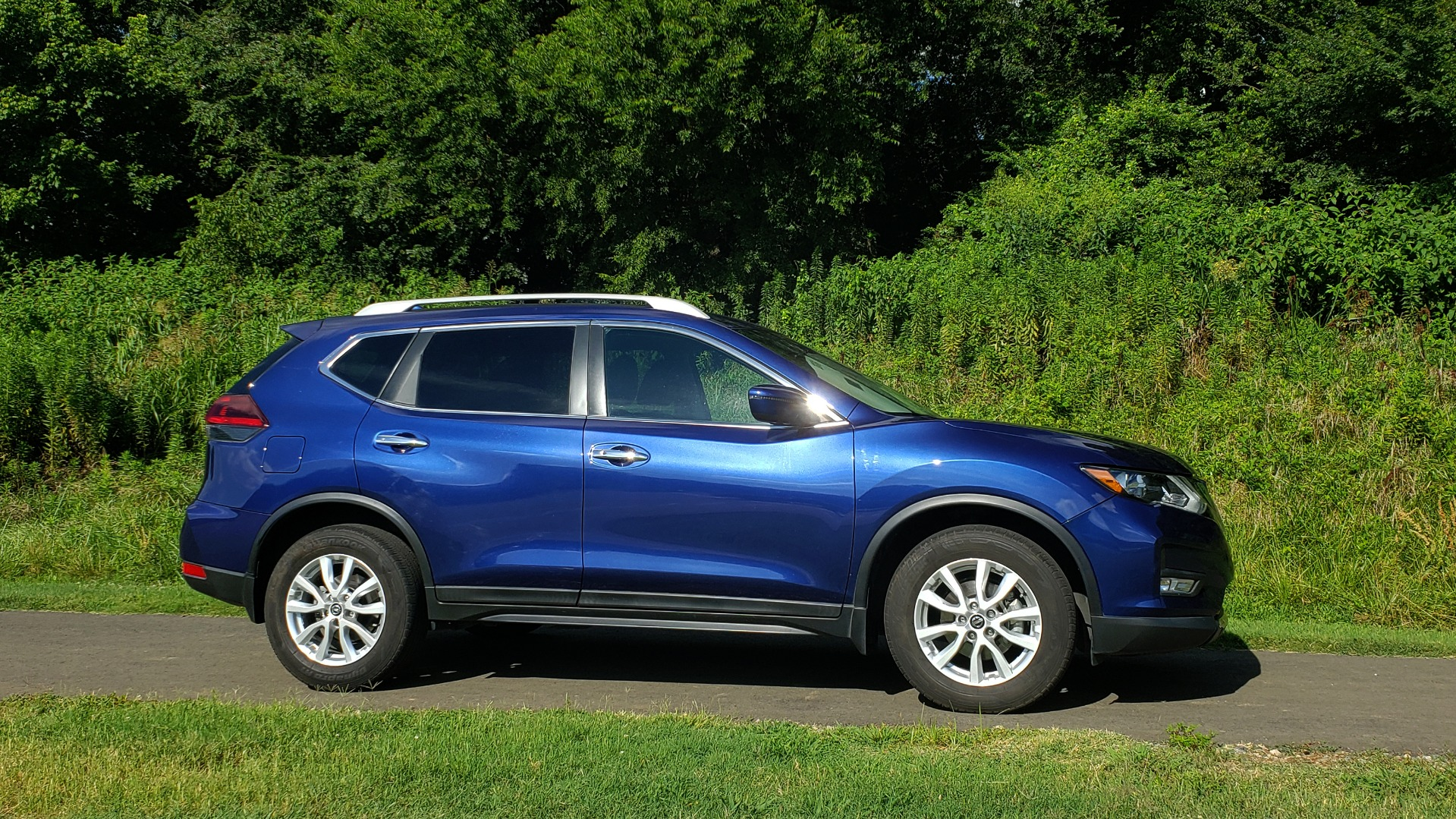 Used 2018 Nissan ROGUE SV / FWD / DUAL-ZONE CLIMATE / HEATED SEATS / REARVIEW for sale Sold at Formula Imports in Charlotte NC 28227 5